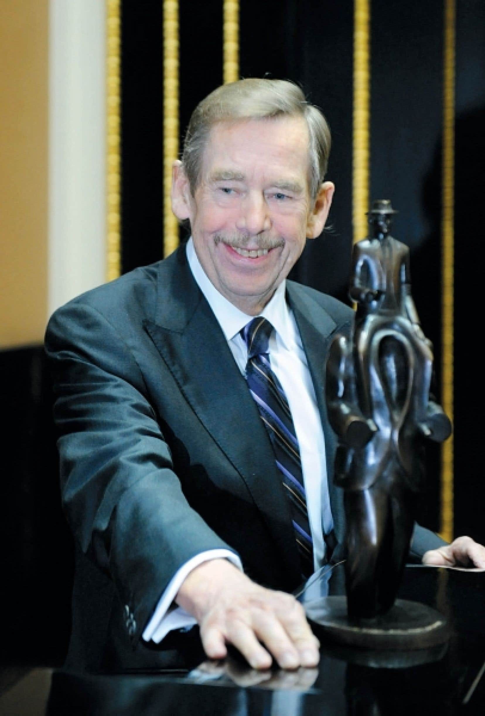 Vaclav Havel a reçu le prix international de littérature Franz Kafka hier, à Prague.<br />