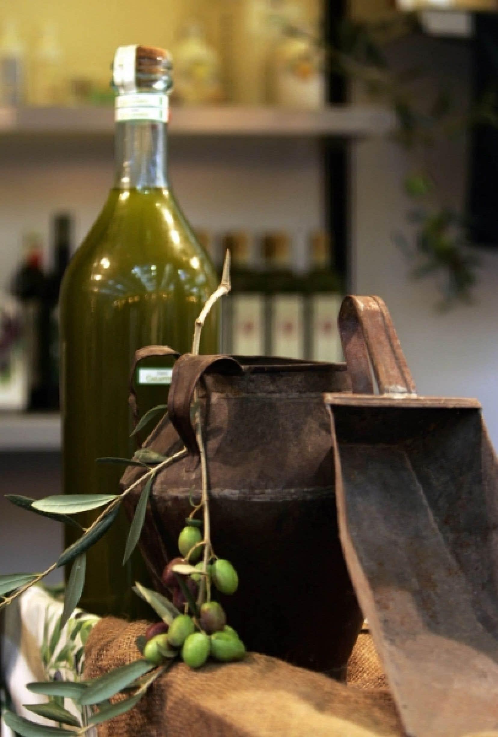Les plus vieux écrits montrent comment on utilisait l'huile obtenue du pressage des olives pour s'éclairer ou se chauffer. Plus tard, on appréciera les vertus thérapeutiques de l'huile d'olive dans les bains romains et pour les massages, avant de s'en servir comme l'huile de palme pour la confection de savons tels ceux d'Alep ou de Marseille.<br />