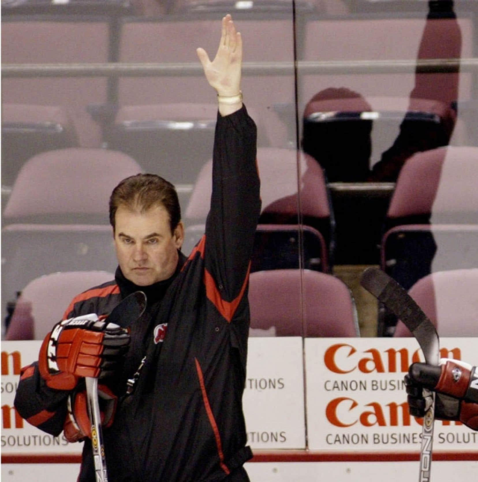 Pat Burns, le seul à avoir été élu entraîneur en chef par excellence dans la Ligue nationale de hockey en trois occasions avec trois équipes différentes, a rendu l'âme après un long et vaillant combat contre le cancer, hier après-midi à Sherbrooke.<br />