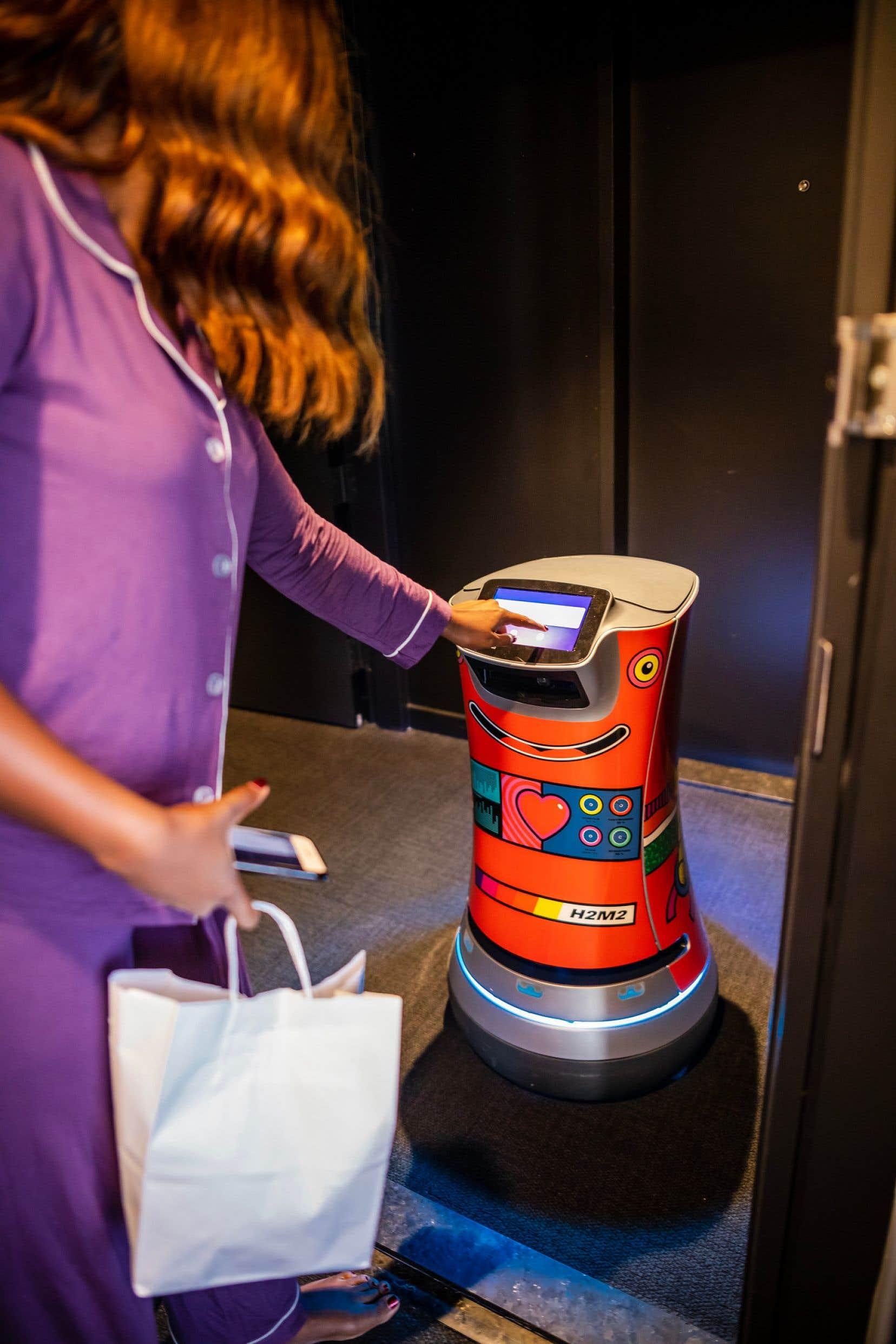L'hôtel Monville est le seul établissement hôtelier au pays à offrir un service aux chambres robotisé.