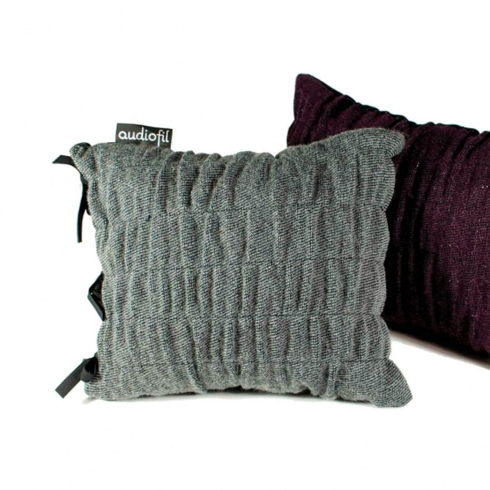 A la galerie Monde Ruelle cet automne, les oeuvres de la conceptrice textile Val&eacute;rie B&eacute;dard. <br />