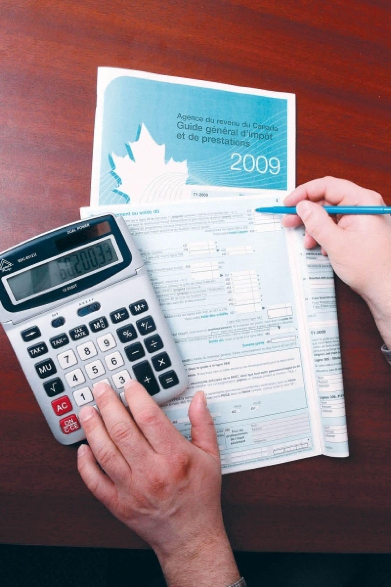 Se classant dans la plupart de ces catégories comme la province la plus taxée au pays, le Québec est souvent suivi de pas si loin par sa voisine ontarienne. Globalement, l'effort fiscal du Québec est de 117,2 % de la moyenne canadienne, contre 107 % pour l'Ontario, mais cette dernière dépasse le Québec en matière d'impôt foncier, avec 120 % de la moyenne canadienne, contre 106,8 % au Québec.