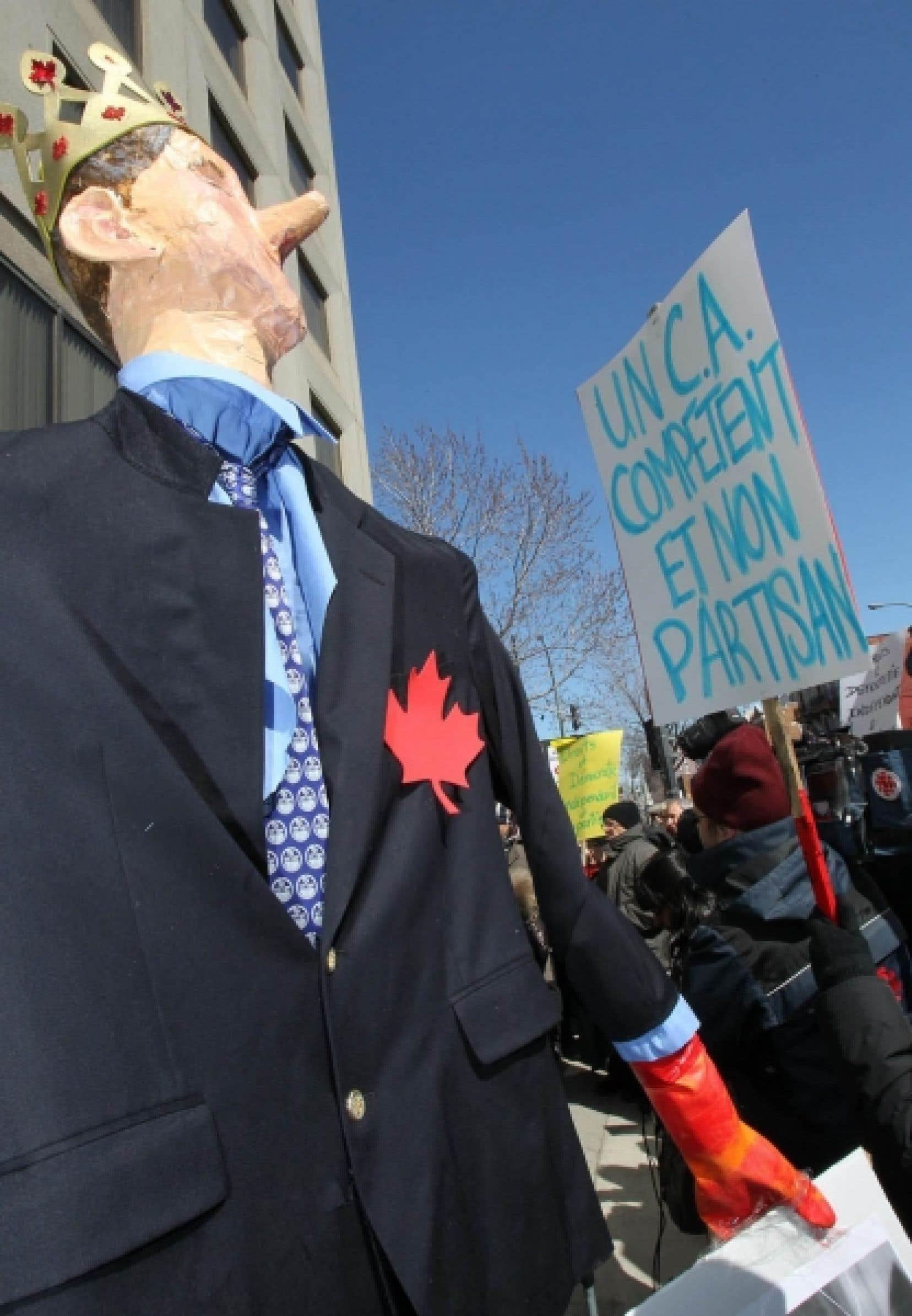 Manifestation devant les bureaux montréalais de Droits et Démocratie en mars dernier.