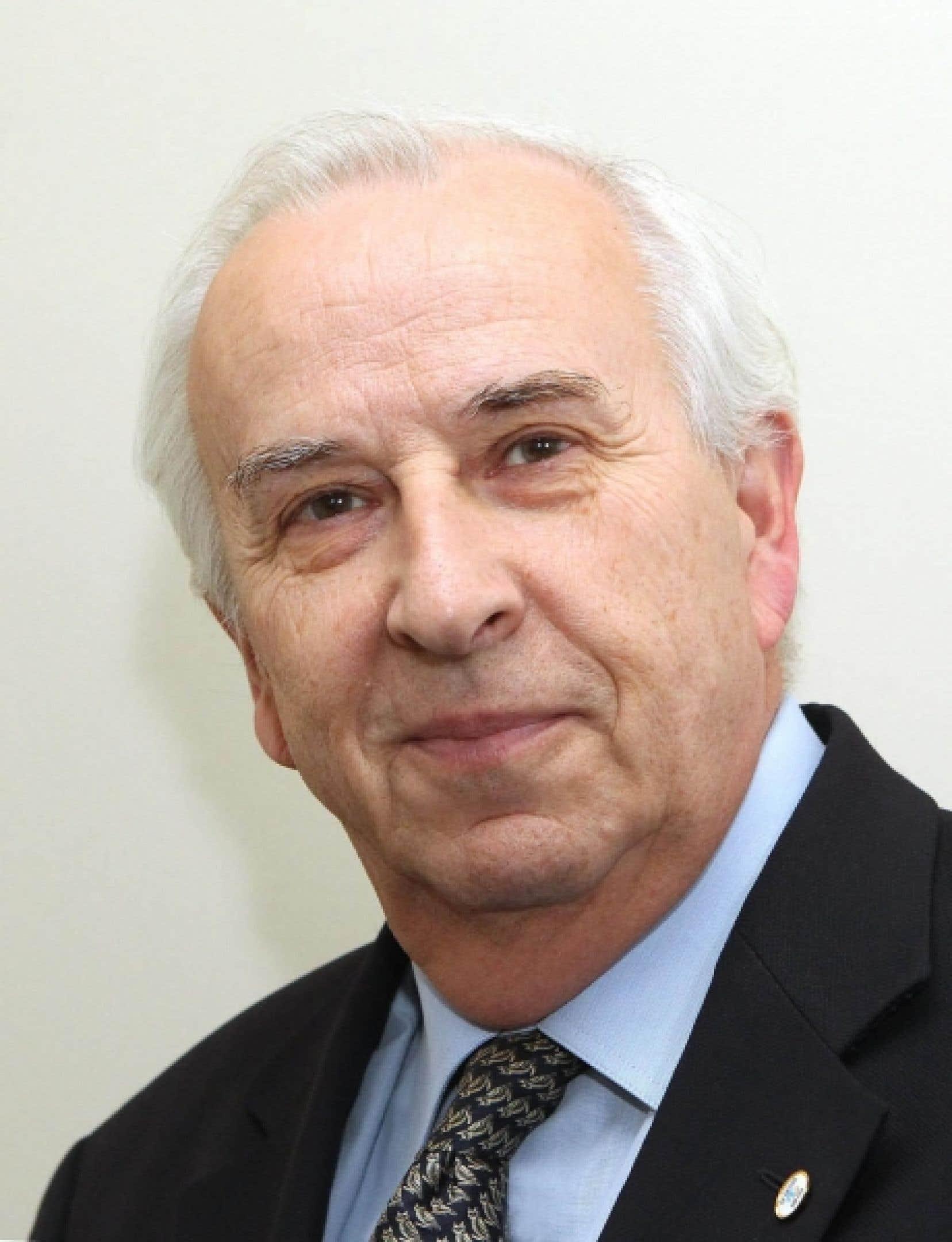 Bernard Descôteaux, directeur du Devoir<br />