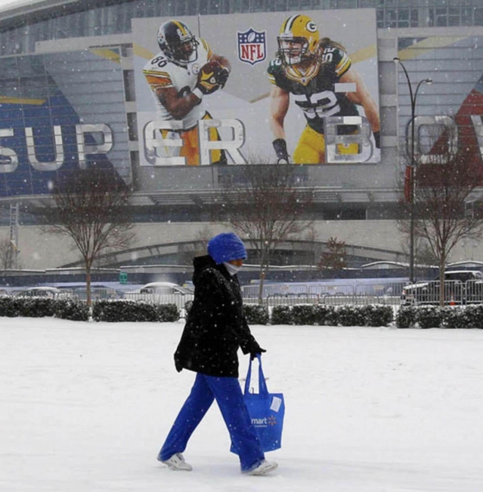 Le Cowboys Stadium d'Arlington, où sera disputé demain le Super Bowl XLV, a été inauguré en 2009. Coût de la construction: 1,3 milliard. Un toit rétractable (duquel est tombée de la glace hier, blessant six personnes) et le plus gigantesque tableau indicateur de l'univers connu.<br />