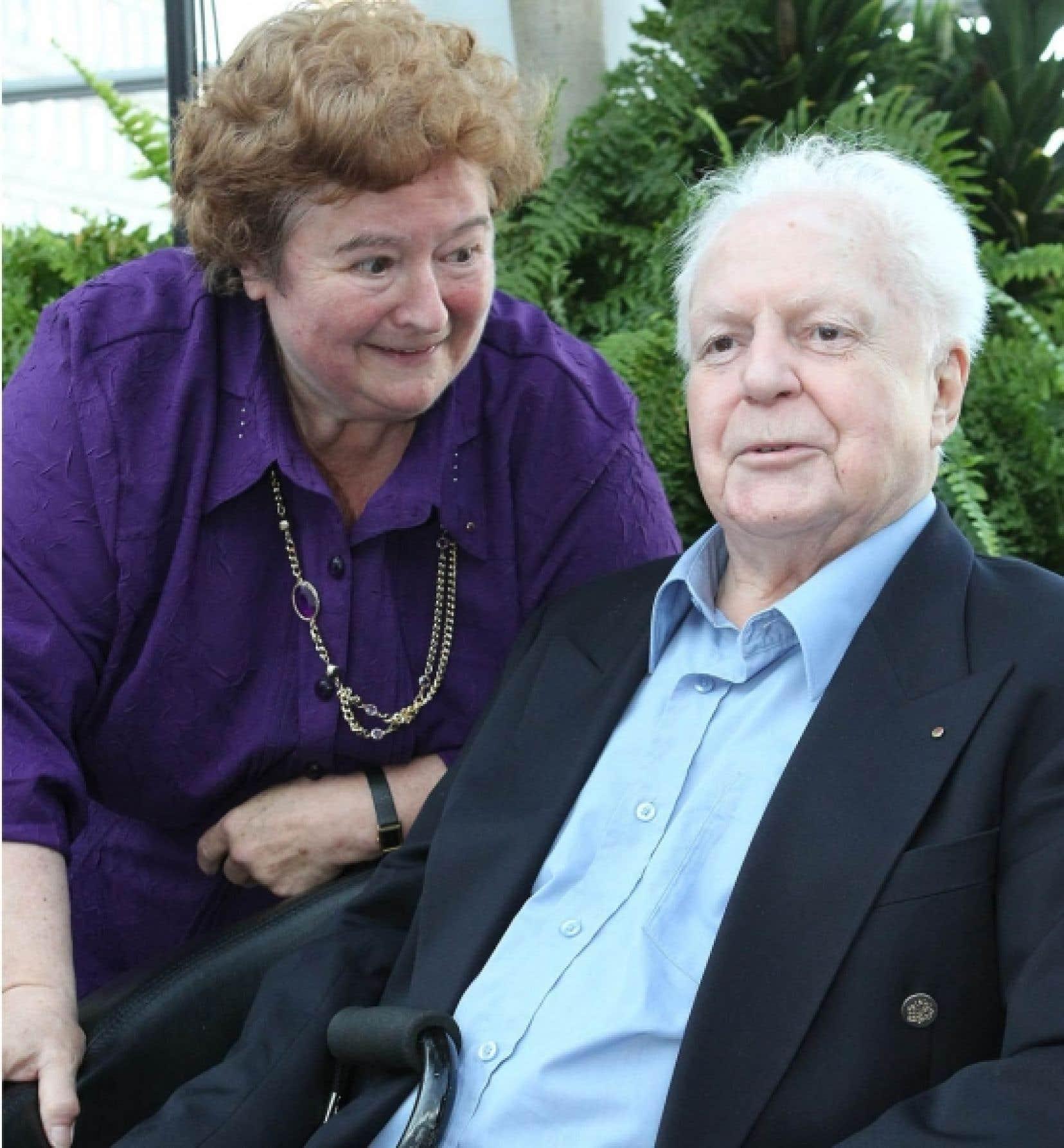 Jean-Marc Léger fut honoré en mai dernier pour le rôle essentiel qu'il a joué dans l'essor de la Francophonie. On le voit ici aux côtés de son épouse, Anne-Marie Ramet.<br />