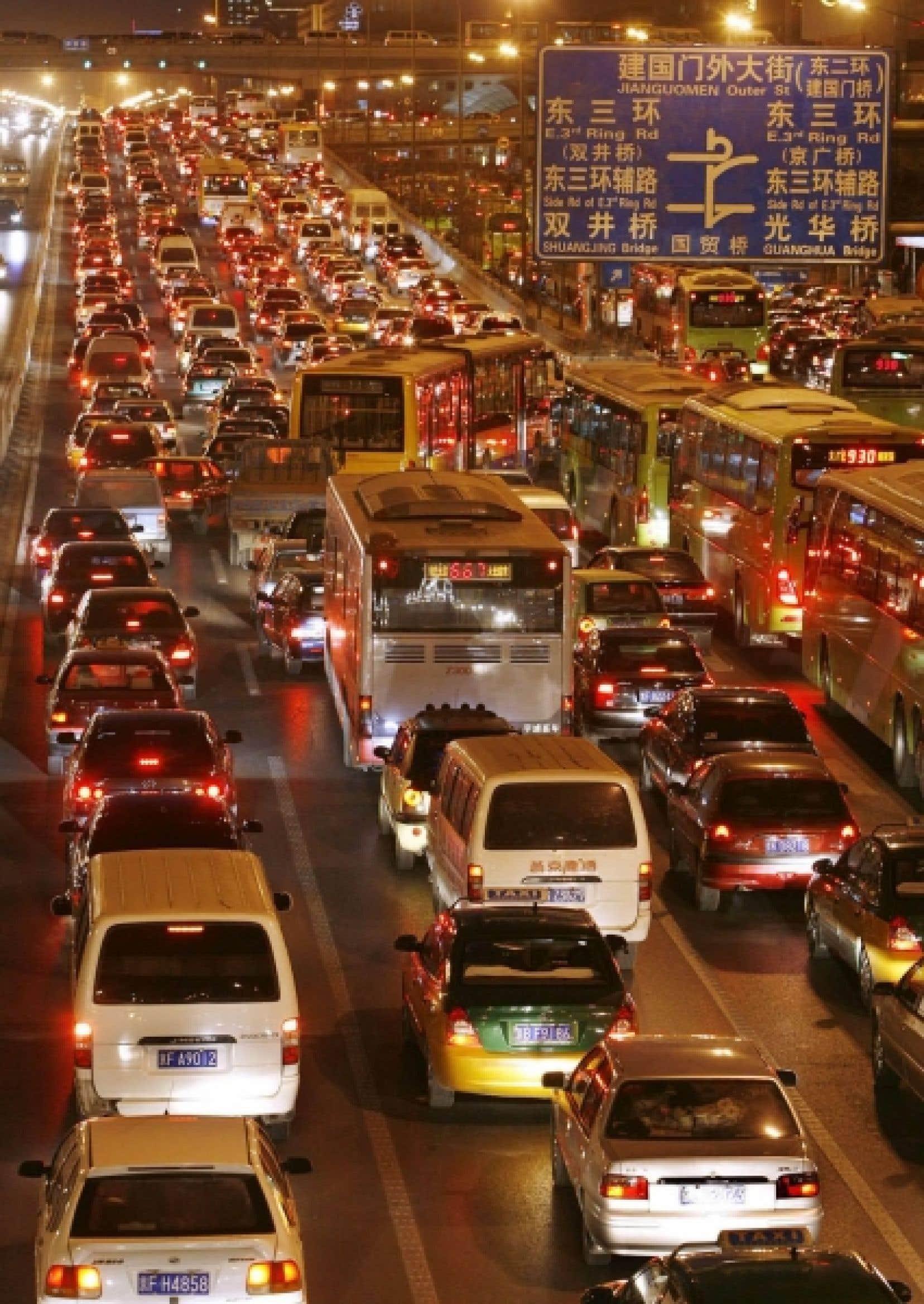 Pour diminuer la congestion urbaine croissante &agrave; Beijing, la Chine a choisi de construire un monorail suspendu, qui pourra se superposer facilement aux infrastructures routi&egrave;res existantes.<br />