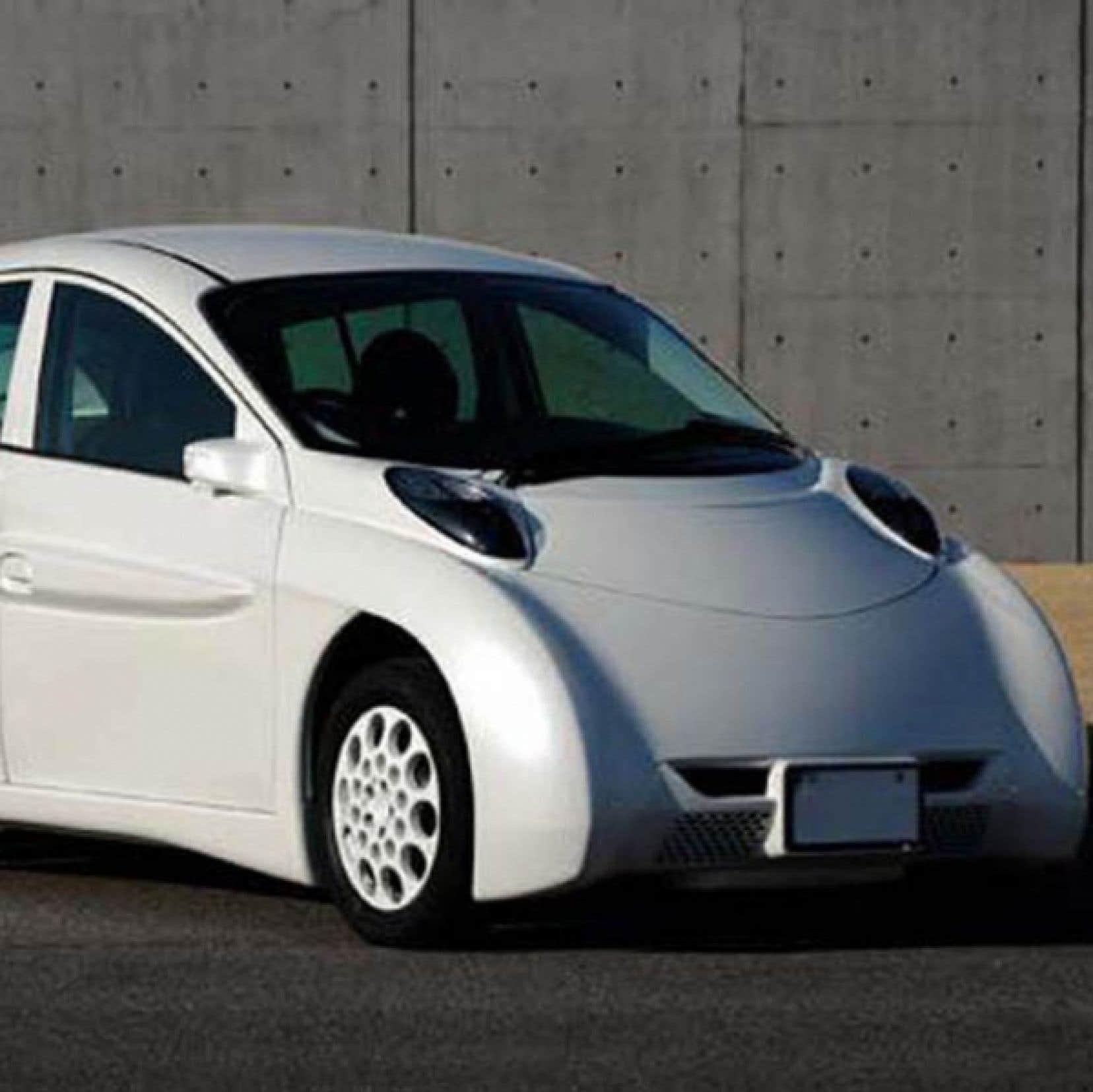 Le physicien Pierre Langlois dit de la SIM-LEI japonaise, dotée de quatre moteurs-roues à entraînement direct, qu'elle est la voiture dont rêvent autant James Bond que David Suzuki !<br /> <br />