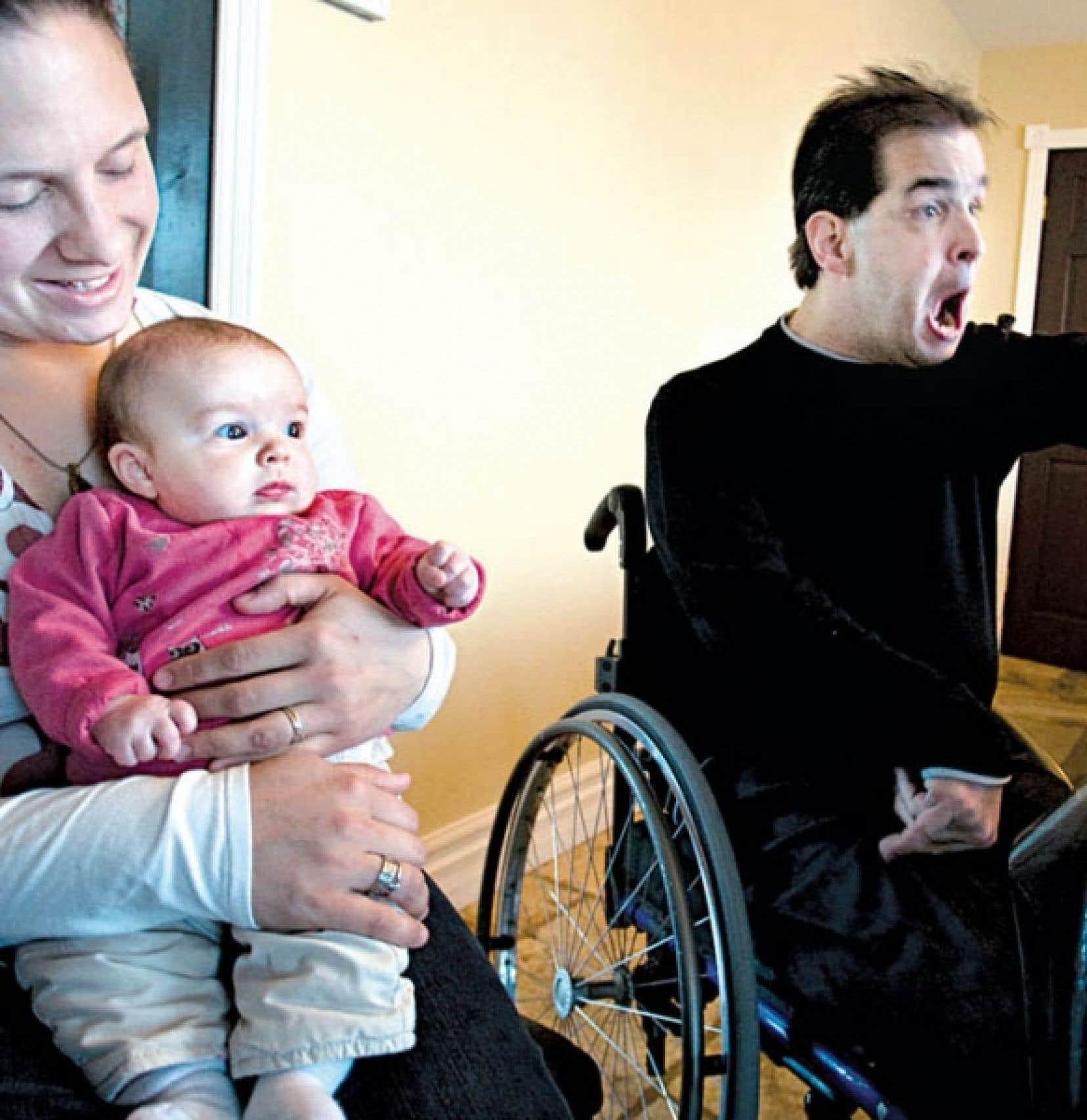 Dave Richer en compagnie de sa conjointe, Annabelle Lefebvre, et de leur fille de trois mois, Marie-Soleil.<br />