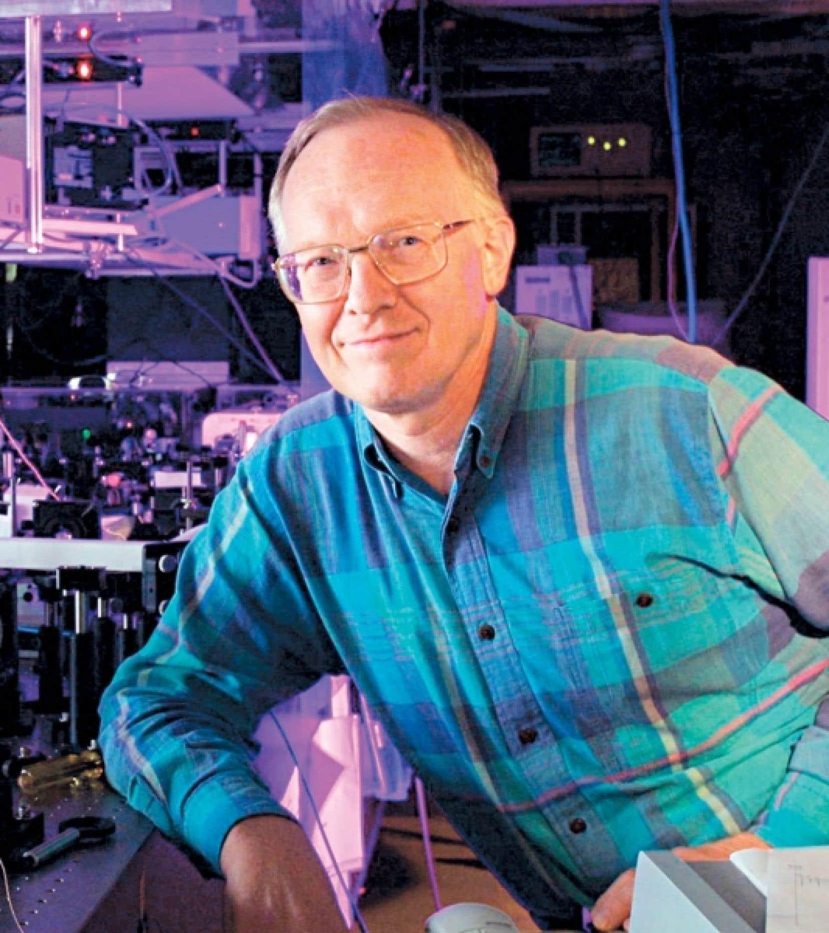 Paul Corkum dirige le Laboratoire de recherche conjoint en science de l'attoseconde (JASLab) du Conseil national de recherches du Canada, à Ottawa.<br />