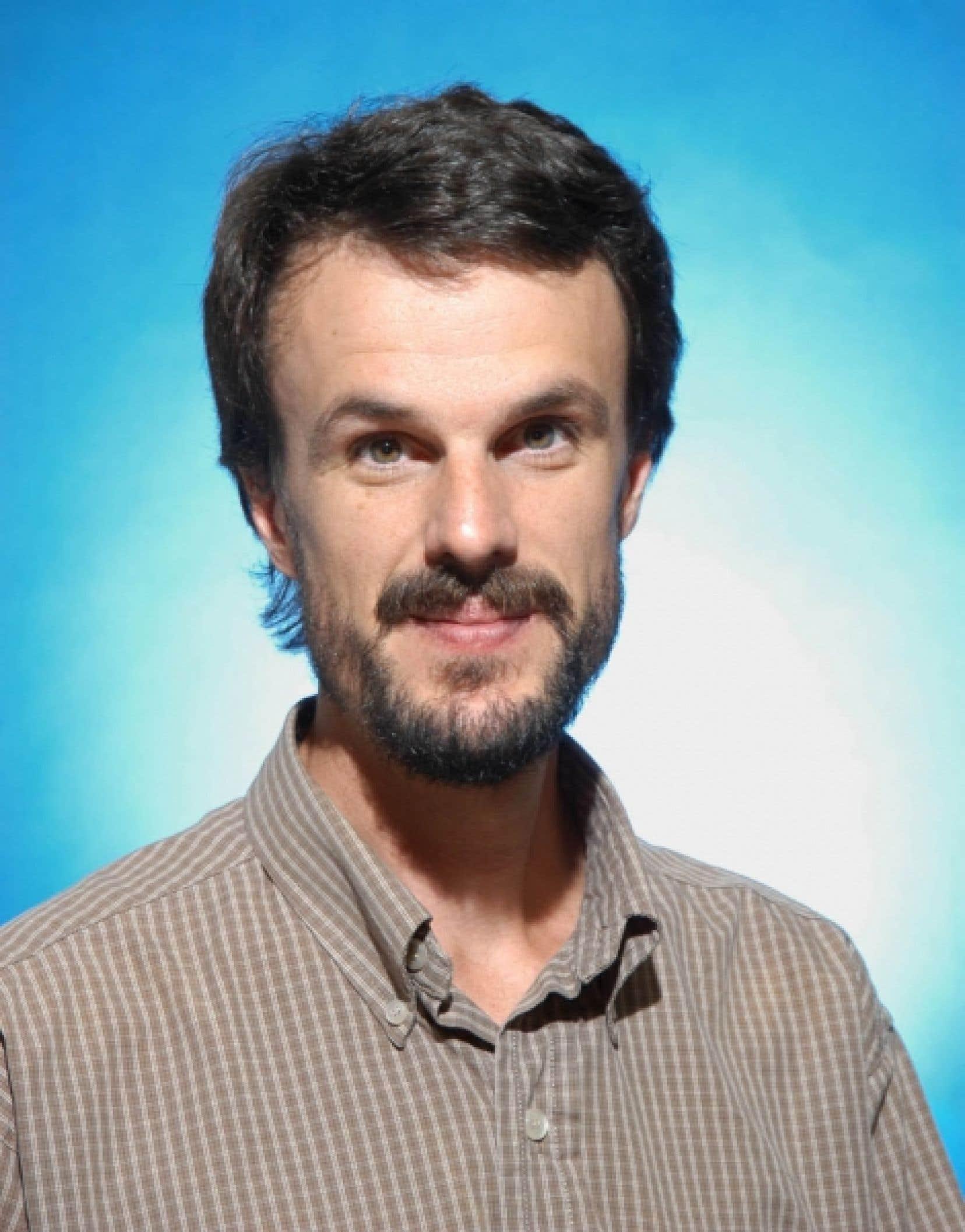 Nicolas Godbout, codirecteur du Laboratoire de fibres optiques et membre du Groupe PolyPhotonique de l'École polytechnique<br />