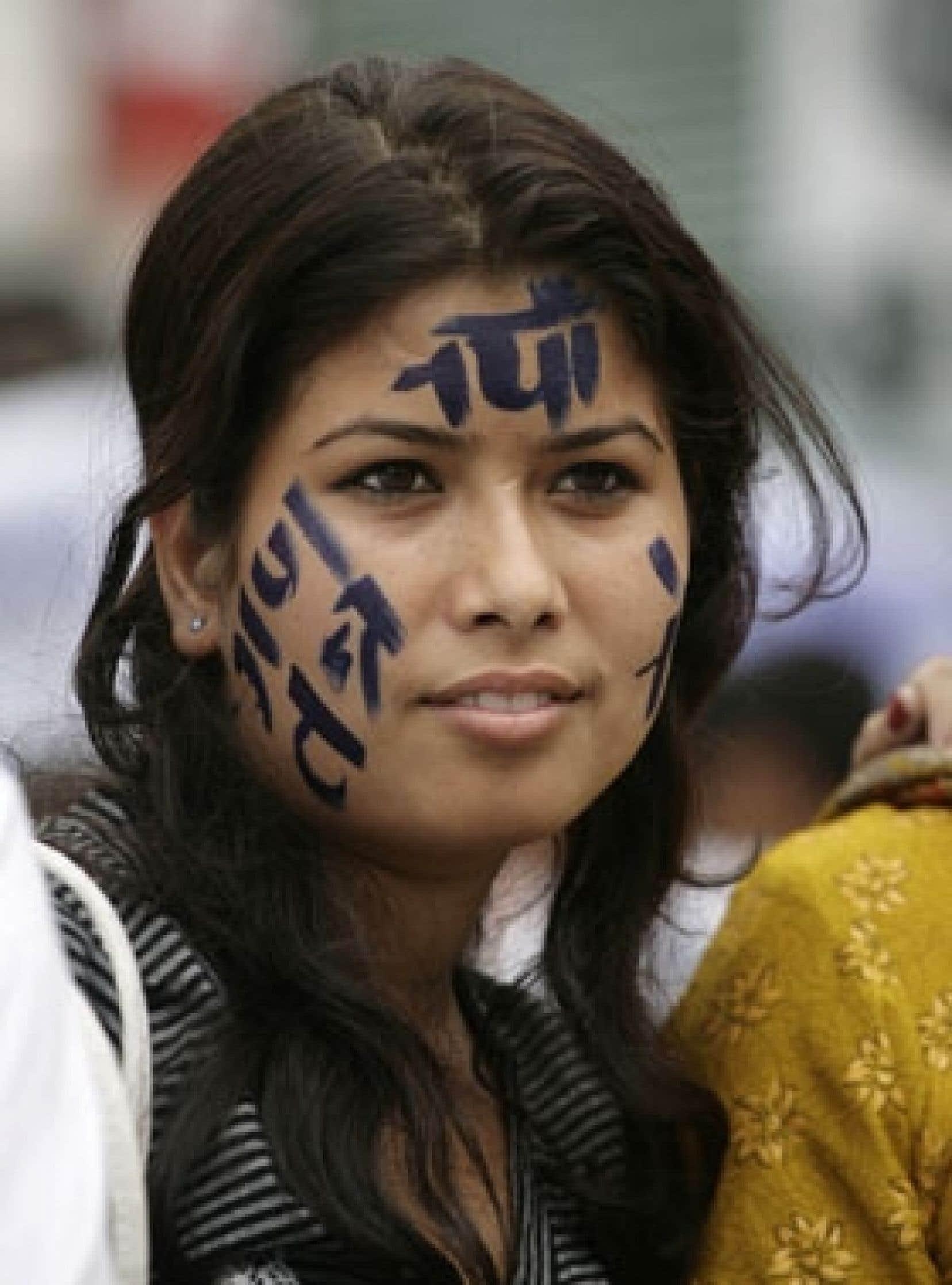 On pouvait lire les mots «nouvelle République du Népal» sur le visage de cette jeune femme, hier à Katmandou.