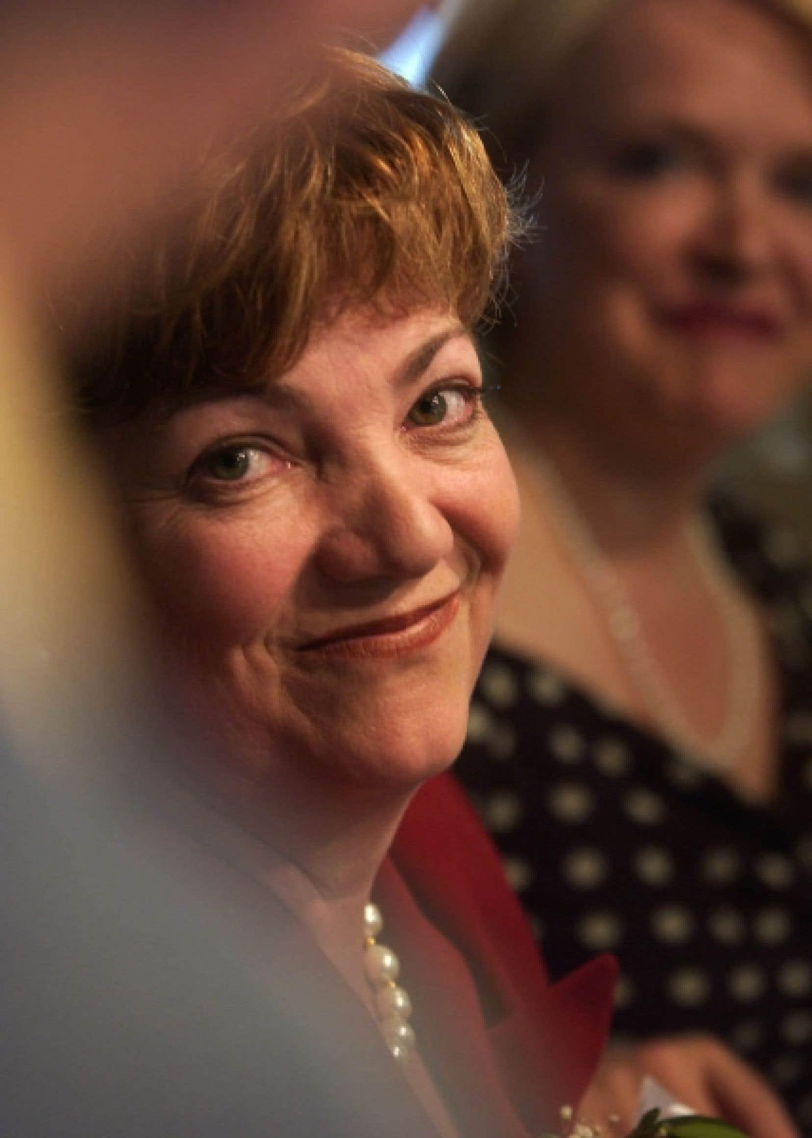 Sheila Copps, l'ancienne députée libérale de Hamilton-Est, a notamment parlé au chef intérimaire, Bob Rae, au sujet de sa possible candidature à la tête du parti.<br />