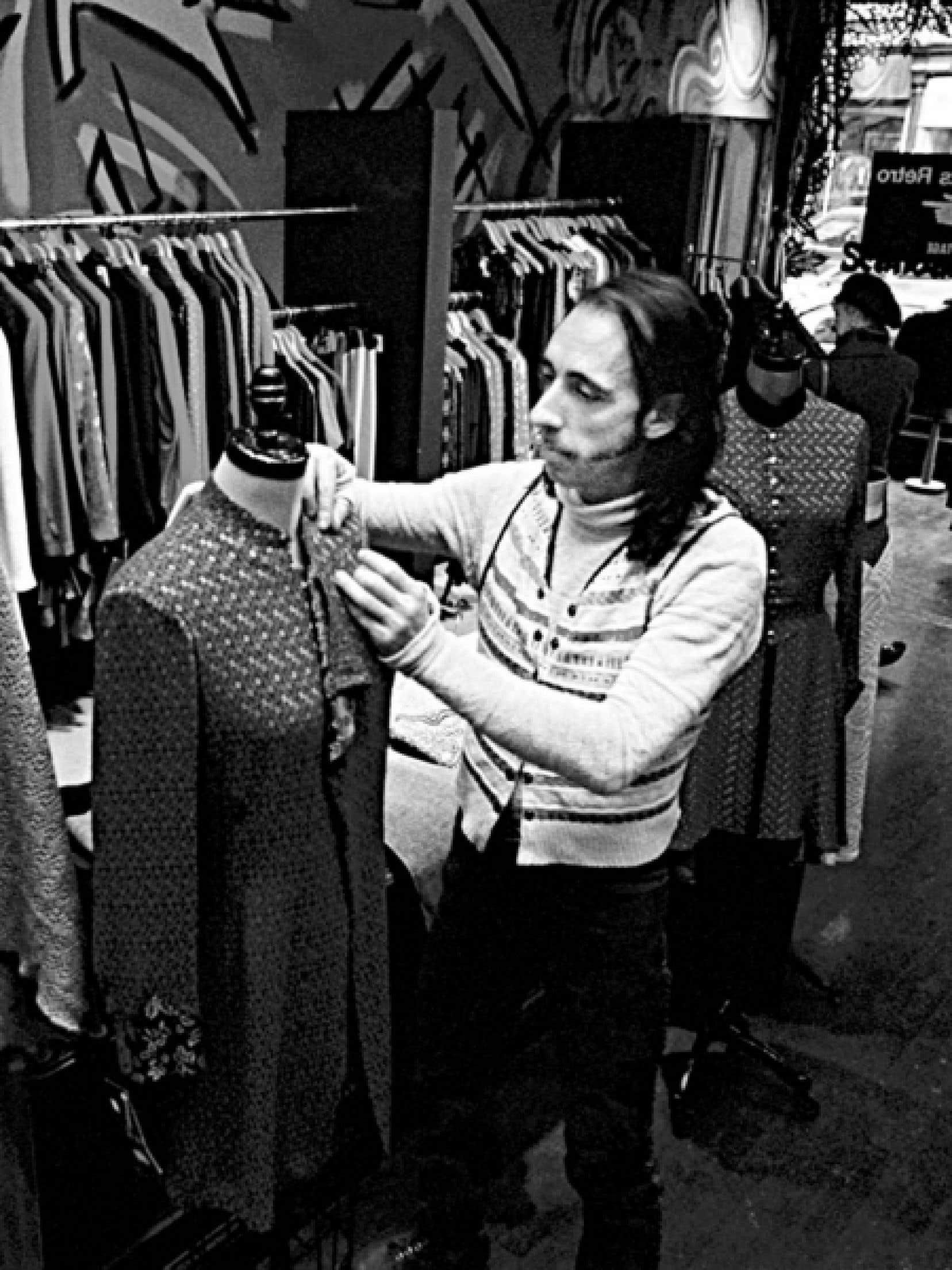 Georges Lévesque dans sa boutique en 1993<br />