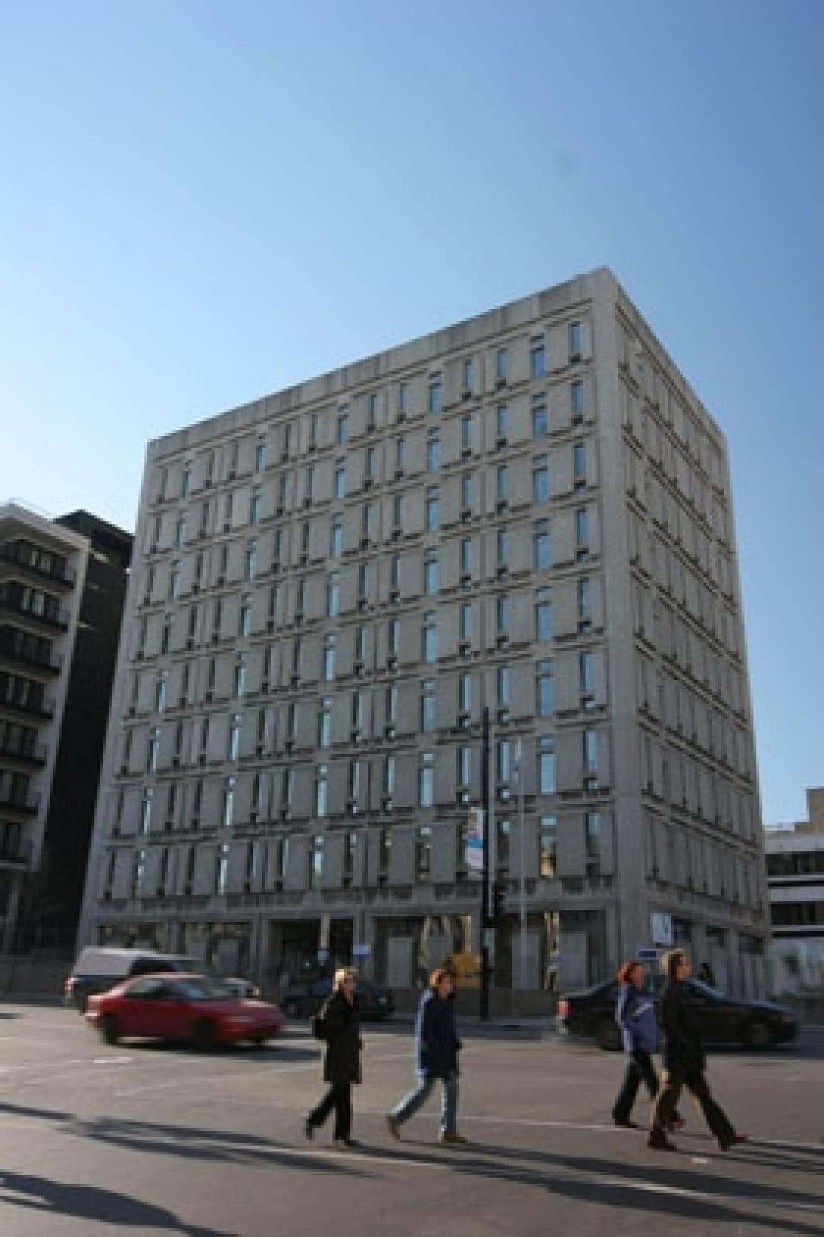 L'édifice de l'Institut national de la recherche scientifique, rue Sherbrooke à Montréal.