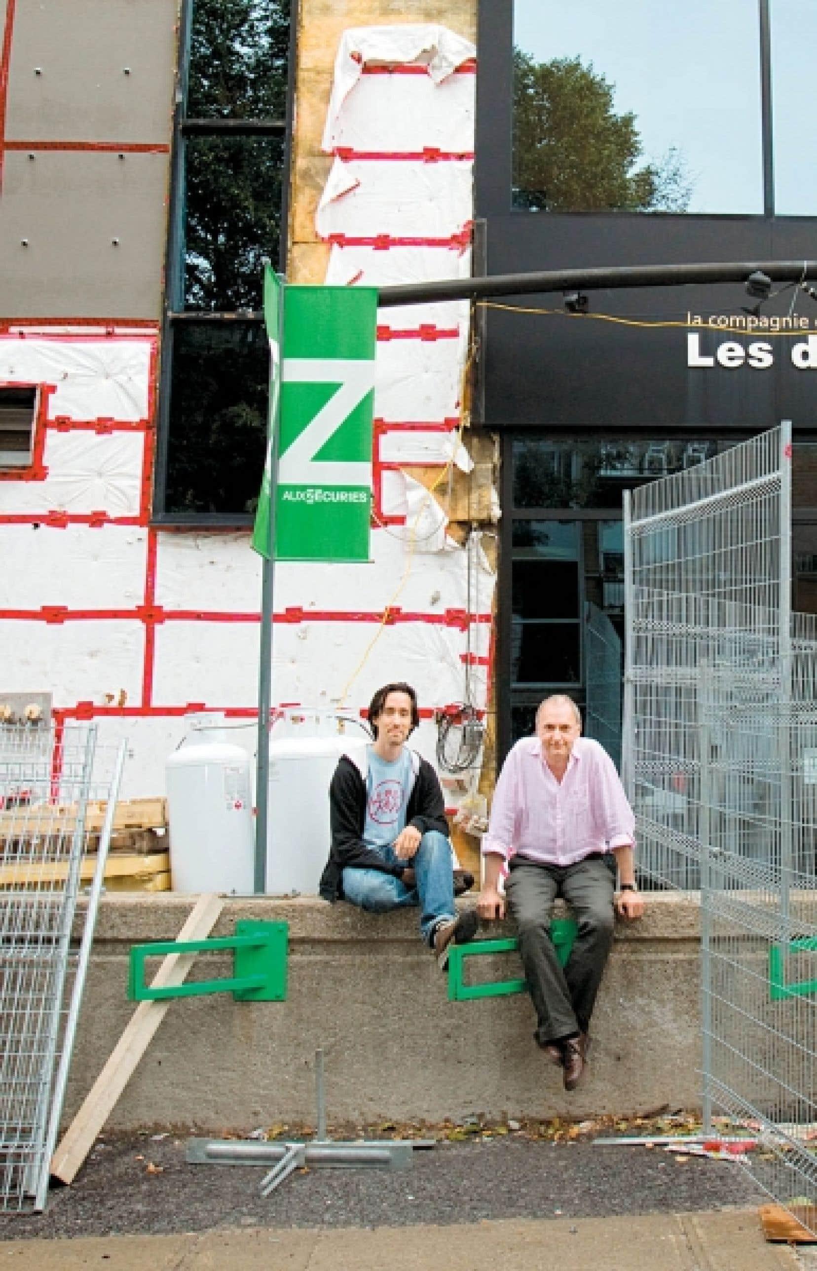 David Lavoie et Pierre Macduff devant le chantier des &Eacute;curies, rue Chabot, dans le quartier Villeray<br />