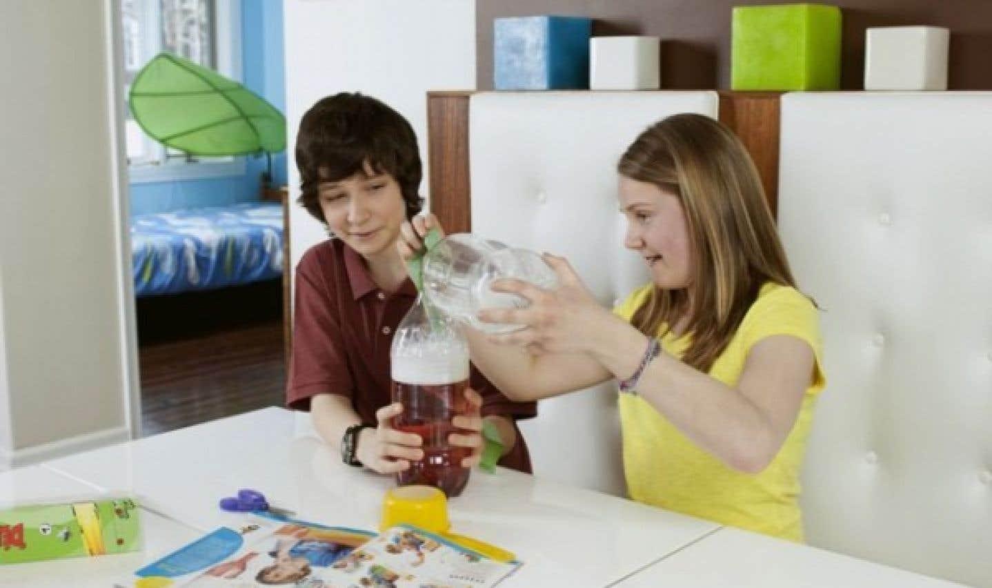 Les Petits Débrouillards proposent des expériences pour intéresser les jeunes à la science.