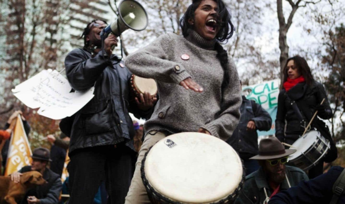 Des indignés d'Occupy Toronto en novembre dernier. Une invitation a été lancée mercredi dernier sur le site InterOccupy et la conférence téléphonique avait un objectif clair: rassembler ces forces créatrices dans l'espoir de créer une autre lame de fond qui, cette fois, pourrait faire passer l'indignation des derniers mois, et surtout ses fondamentaux, dans le champ de l'art et de la culture.