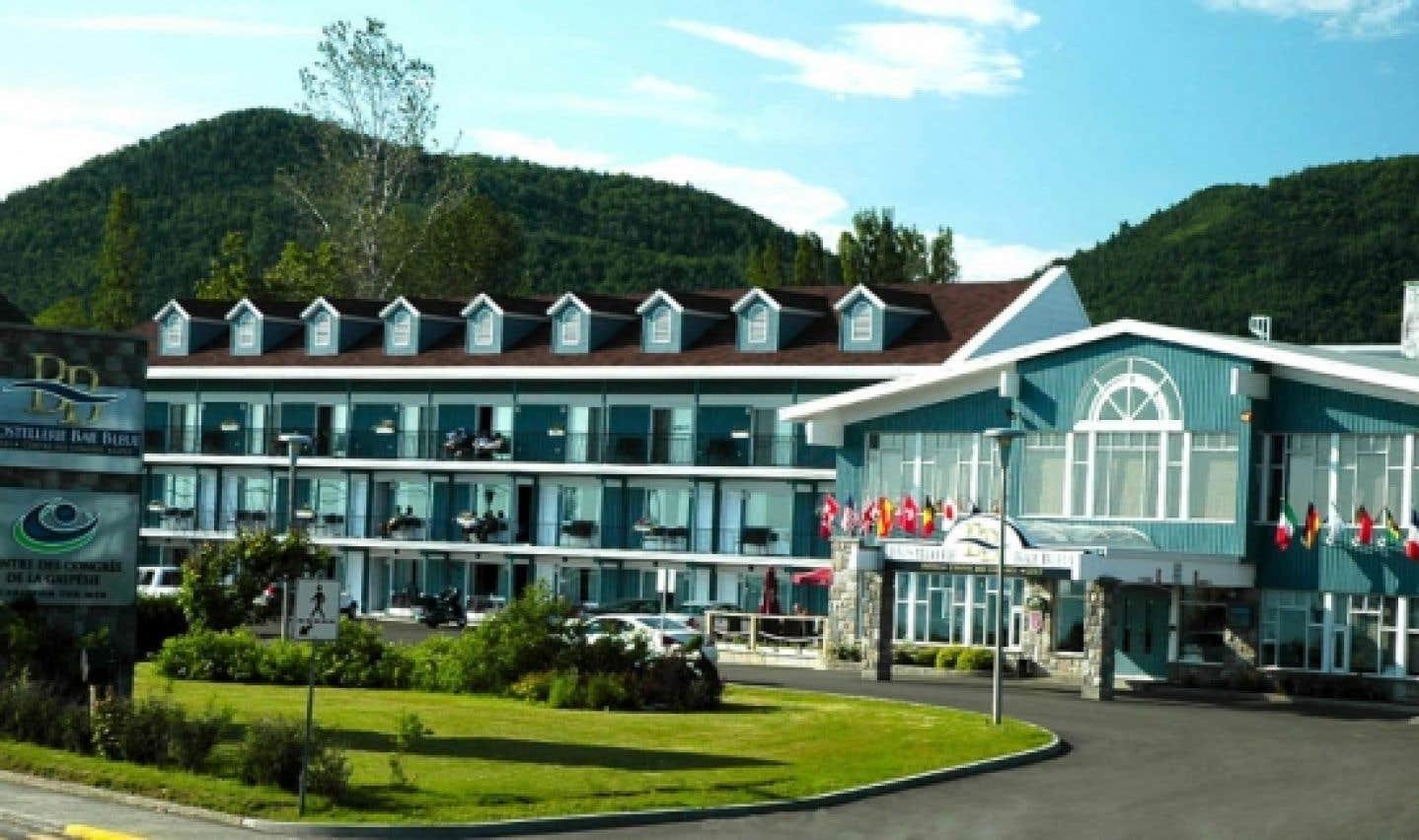 Le Centre de congrès de la Gaspésie dispose d'un guichet unique, Baie bleue aventure, offrant plusieurs activités à faire dans la Baie-des-Chaleurs.