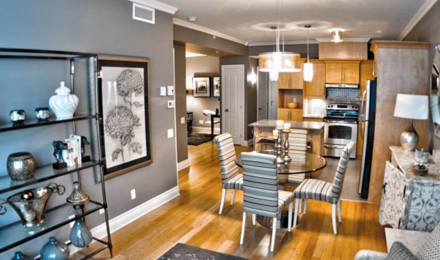 On remarque que de nombreux projets mis en valeur au cours des Week-ends visites libres présentent une unité modèle décorée, afin de donner un aperçu des tendances en aménagement intérieur.