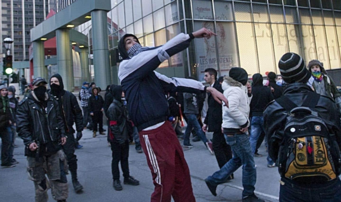 Manifestants cagoulés: Tremblay et l'opposition veulent changer les règles