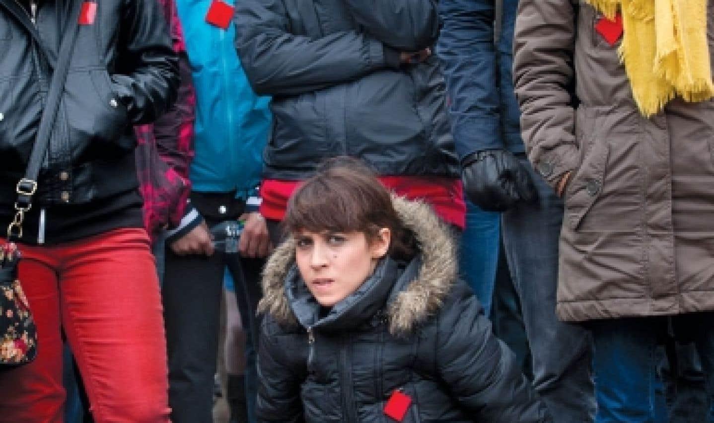 Des manifestants réunis à la place Émilie-Gamelin, à Montréal, écoutaient hier les discours des leaders de la grève, mais aussi ceux de dirigeants syndicaux et d'artistes opposés à la hausse des droits de scolarité. La grève étudiante en est maintenant à sa neuvième semaine.