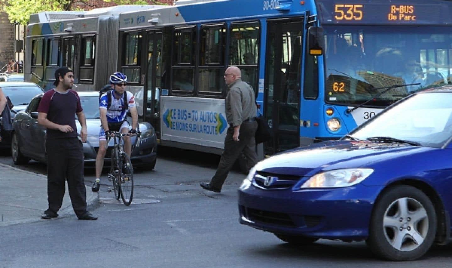 Entre 2006 et 2011, au Québec, le nombre d'autobus est passé de 3169 à 3536, une hausse de près de 400 véhicules, soit 12 %.