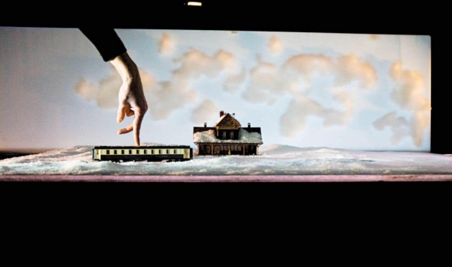Kiss & Cry, par la chorégraphe Michèle-Anne De Mey et le cinéaste Jaco Van Dormael: une danse de doigts.