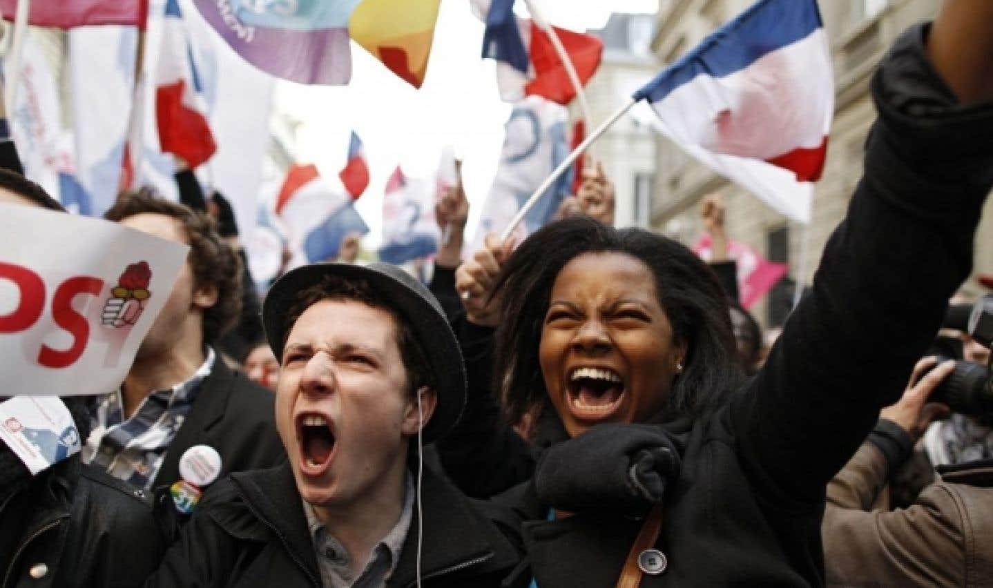 Des partisans socialistes ont célébré la victoire de leur candidat au premier tour des présidentielles.