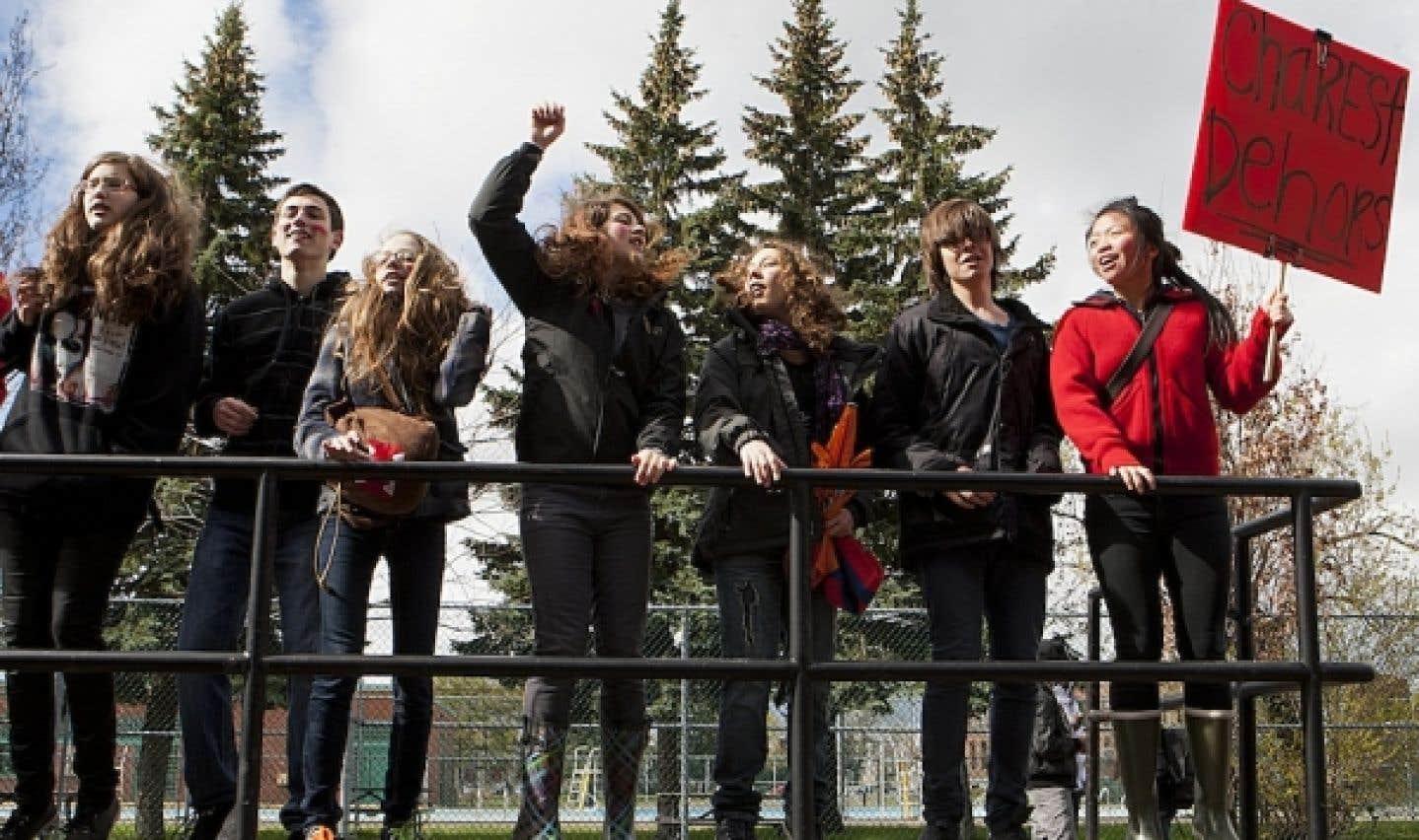 Piquets de grève dans trois écoles secondaires