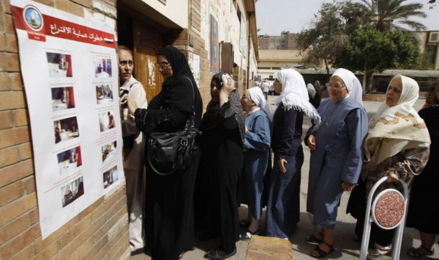 L'Égypte élit le successeur  de Moubarak