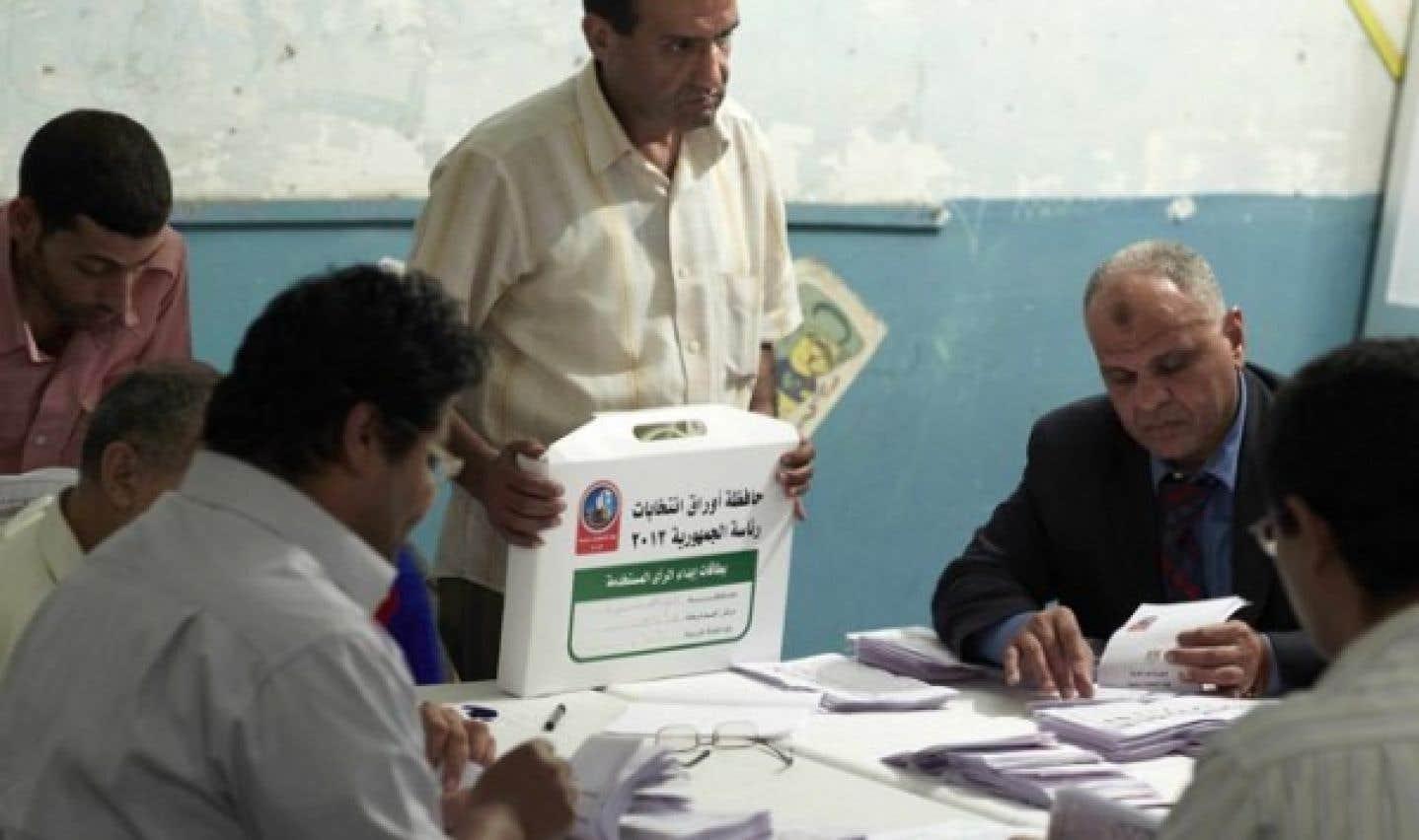 Égypte: le candidat des Frères musulmans arriverait en tête du premier tour