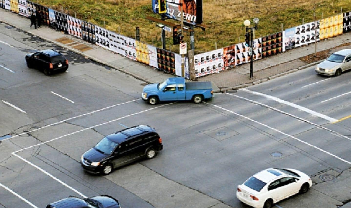Publicité Sauvage se spécialise dans l'affichage de rue et tapisse, depuis un peu plus de 25 ans, les palissades des chantiers de construction de la ville ainsi que les murs intérieurs de certains commerces d'affiches à teneur artistique.