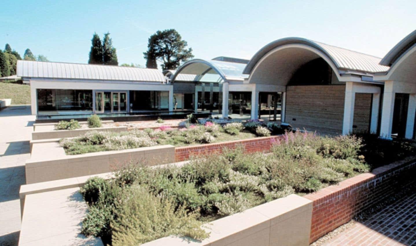 Dans le cadre du Breathing Planet Program, la Millenium Seed Bank au Jardin botanique de Kew joue un rôle important de conservation et de redistribution des semences pour des projets de développement durable.
