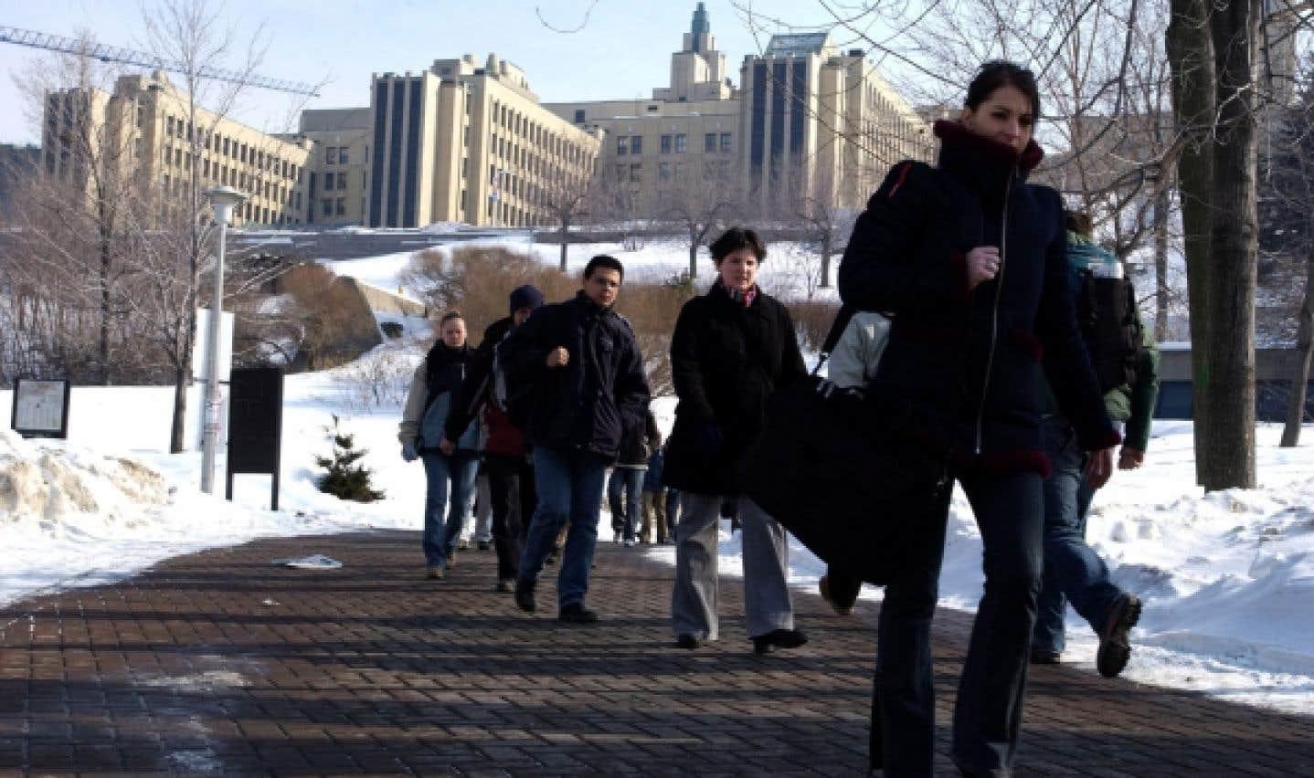 Au Québec, on compte 75 000 étudiants adultes dans les universités, dont 12 000 fréquentent l'Université de Montréal.