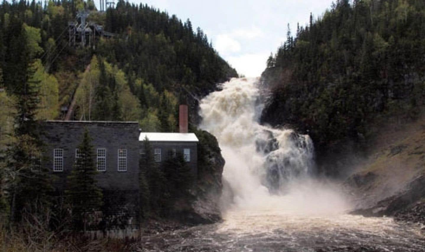 Saguenay–Lac-Saint-Jean - Feu vert de Marois à une minicentrale à Val-Jalbert