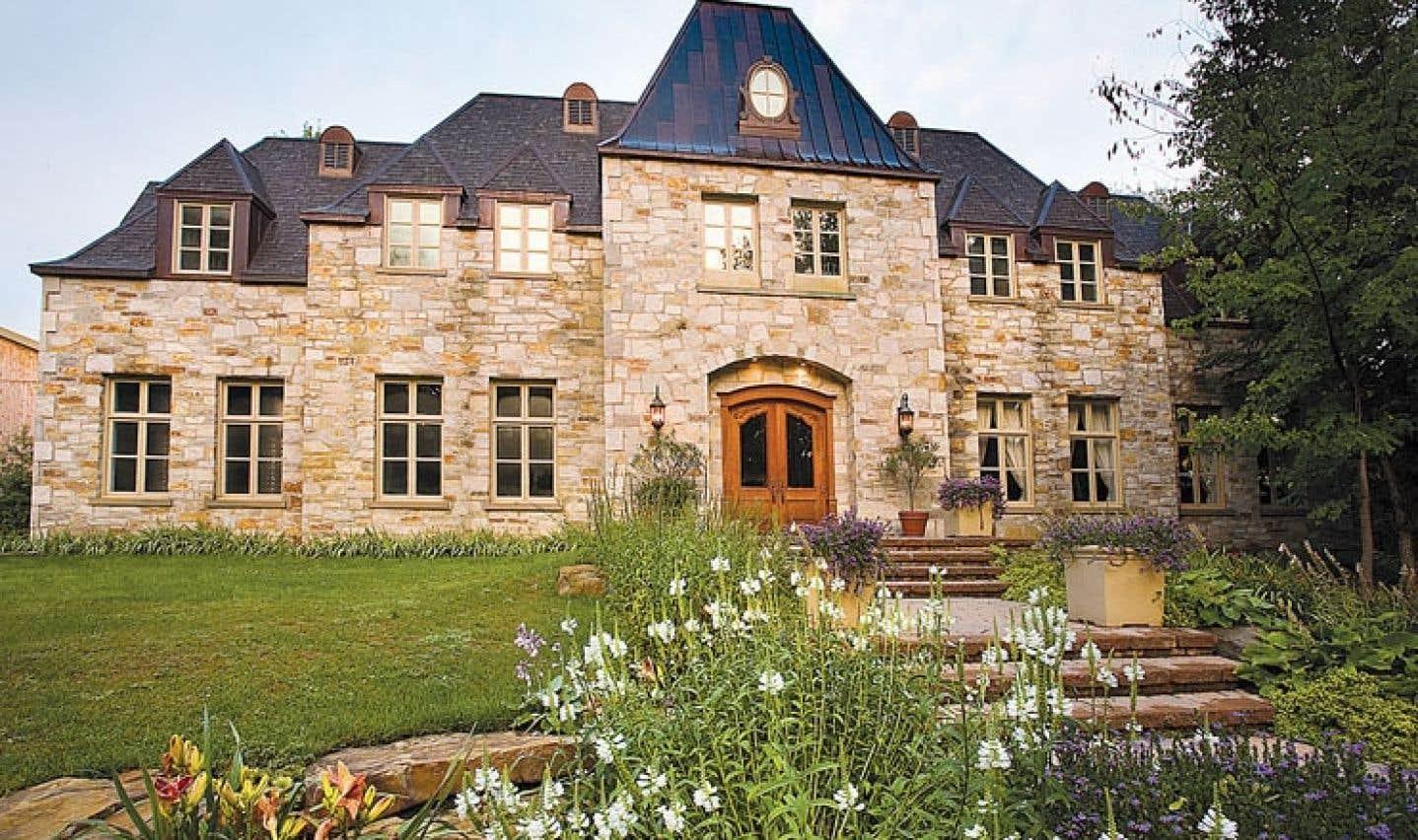 Le Château Taillefer Lafon est au nombre des attraits touristiques qui peuvent constituer un intéressant détour pour la clientèle des gens d'affaires.