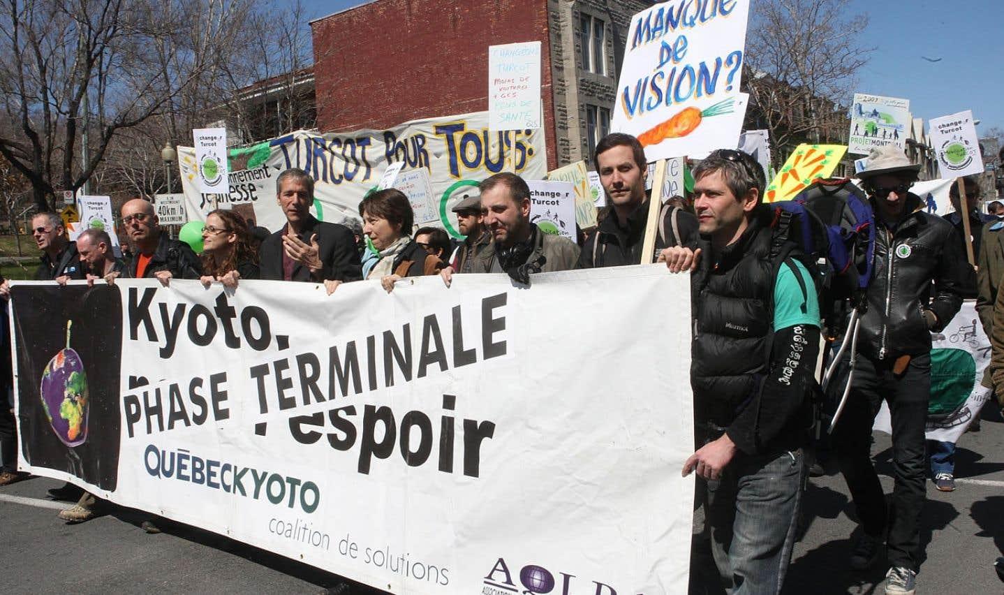 Les nouveaux mouvements sociaux économiques, comme celui des écologistes, ne s'adressent plus seulement à l'État et à la société civile, mais aussi aux acteurs économiques.