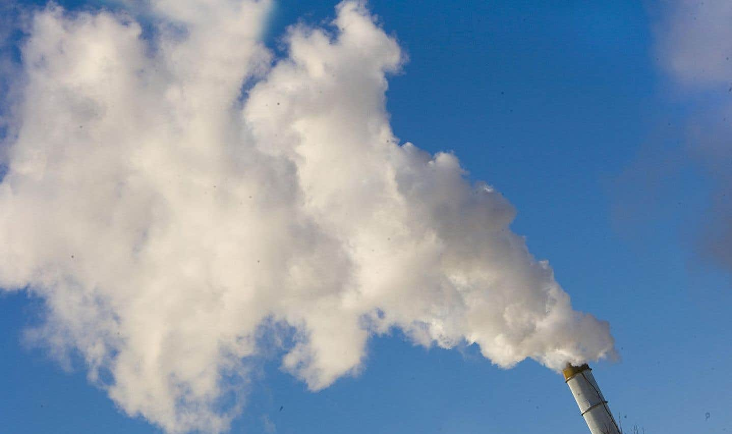 Les entreprises qui émettent des particules dans l'air filtrent leurs fumées grâce à des filtres et à des procédés relevant de technologies écologiques.