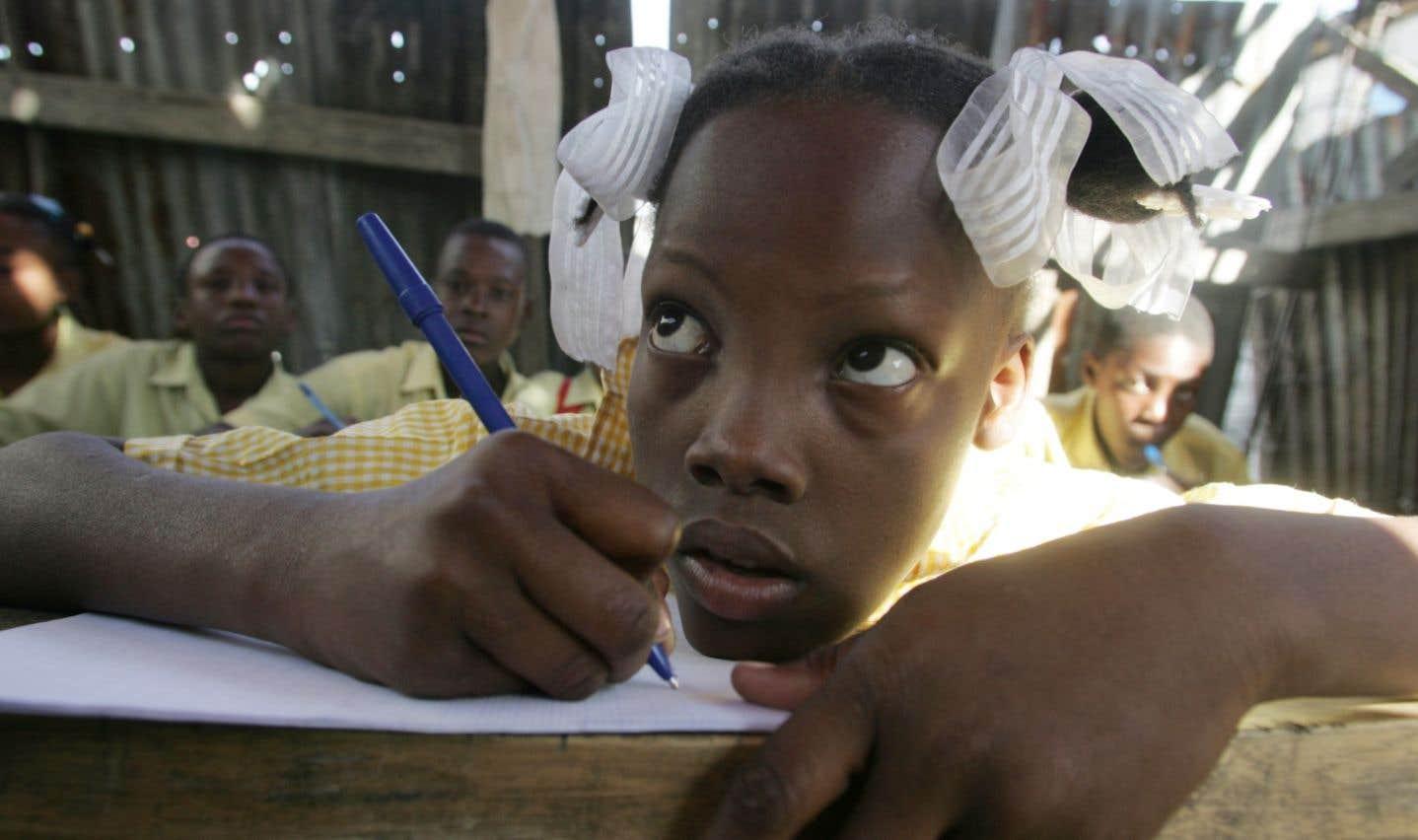 L'éducation est l'un des champs d'intervention de la FODES-5, une organisation haïtienne privée philanthropique, laïque et apolitique.