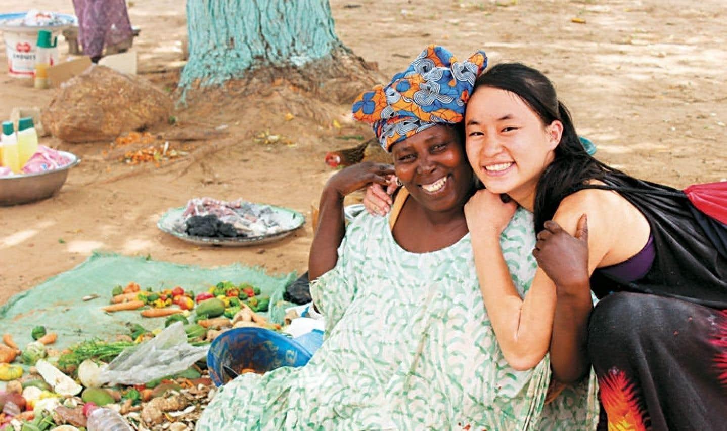 Une des élèves du pensionnat du Saint-Nom-de-Marie en mission humanitaire au Sénégal, en 2013