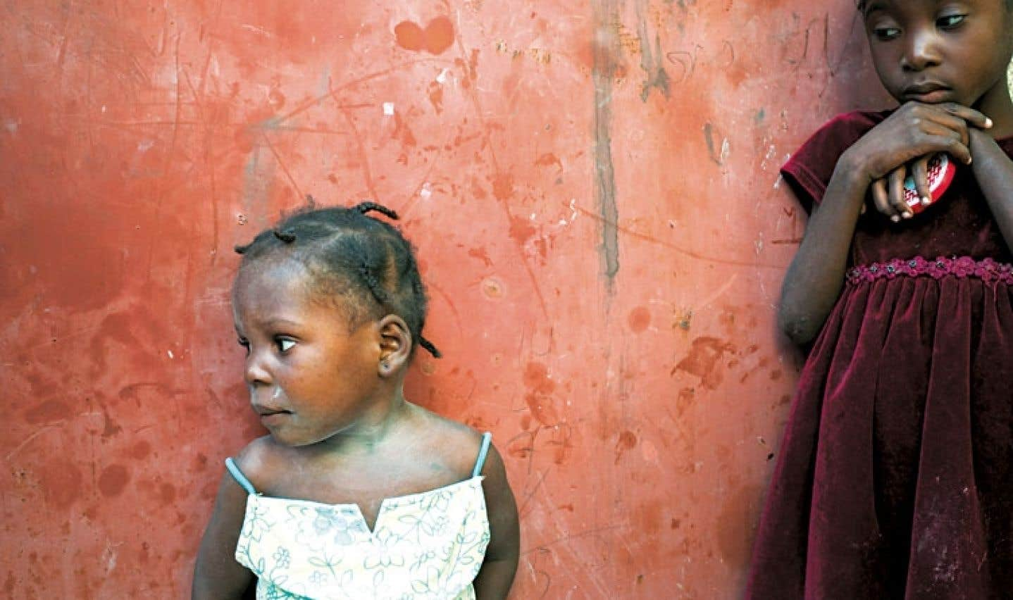 Diane Lavoie, maman adoptive d'une petite Haïtienne, livre son parcours jonché d'obstacle jusqu'à sa fille Mélodine, « petit animal sauvage disjoncté ». Elle présente l'adoption telle qu'elle la voit, « purement égoïste ». Sur la photo, deux fillettes de l'orphelinat de la Croix glorieuse, à Port-au-Prince.