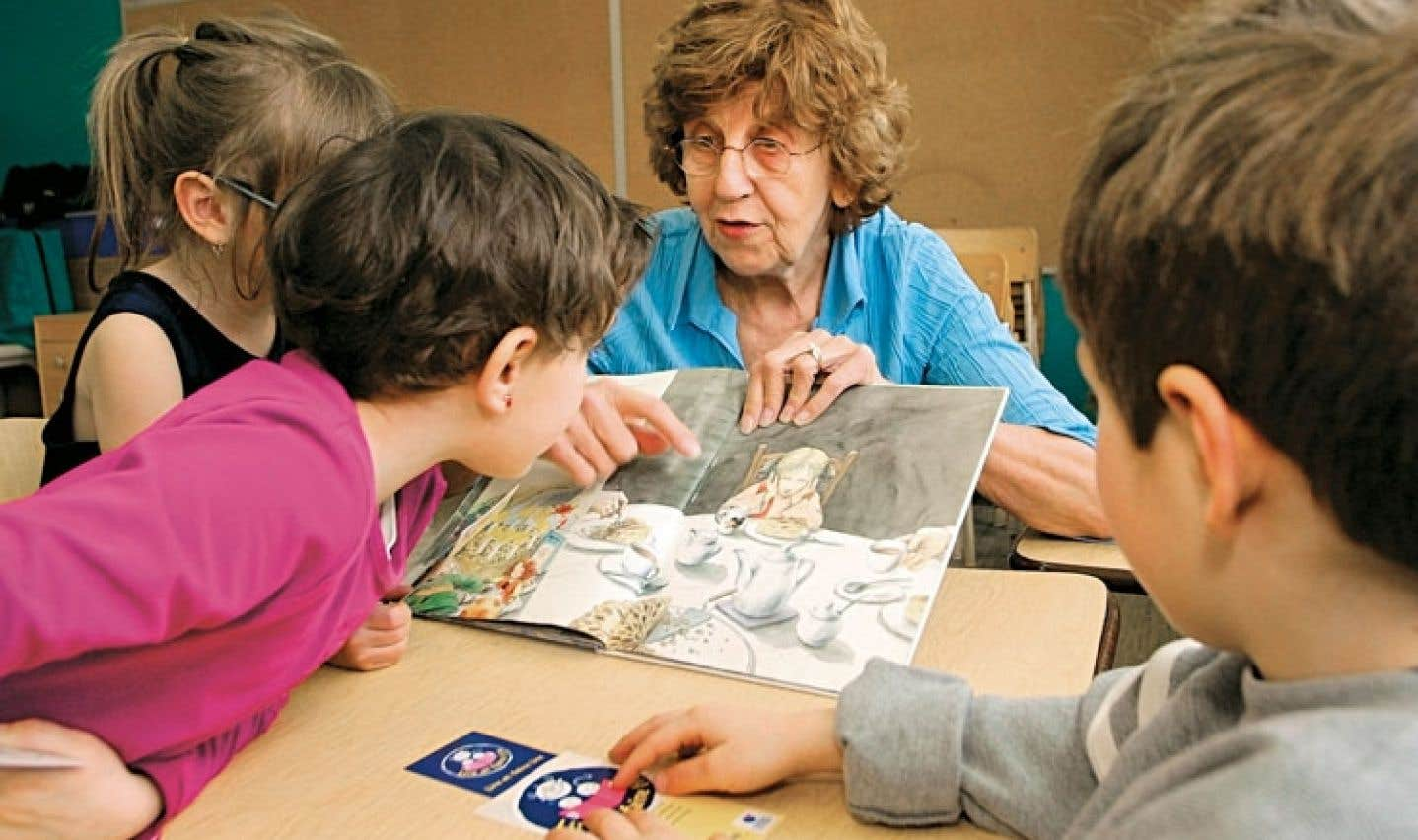 La maternelle à 4 ans permettrait aux enfants issus d'un milieu défavorisé d'avoir plus d'occasions de socialiser et de développer leurs habiletés langagières.