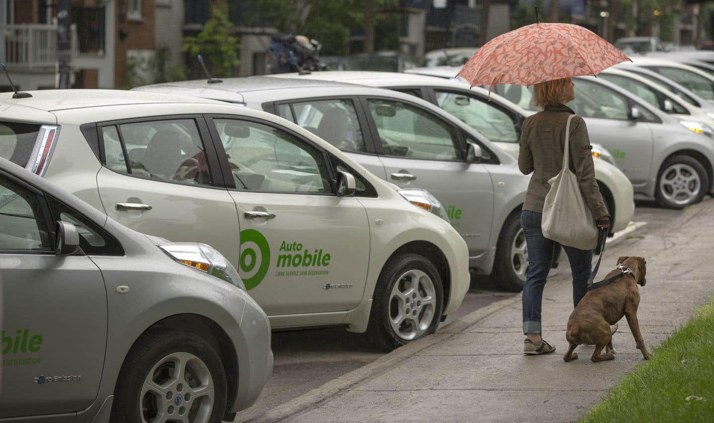 Les ressources pour adopter des comportements verts sont aujourd'hui plus accessibles. Par exemple, le service Communauto est plus populaire et offre même le choix de voitures électriques.