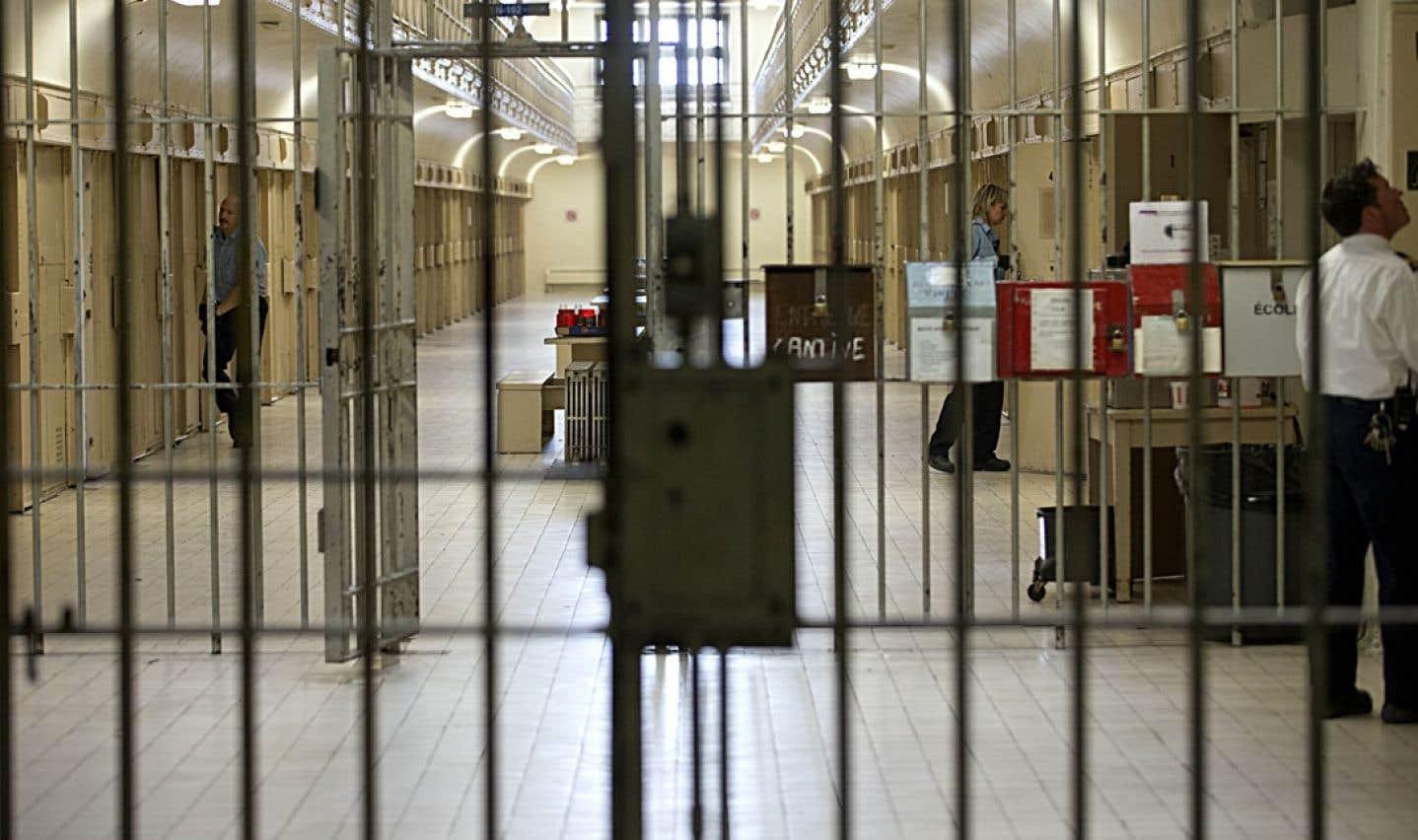 En maitère d'emprisonnement, la France et le Canada sont confrontés à la question des droits de la personne.