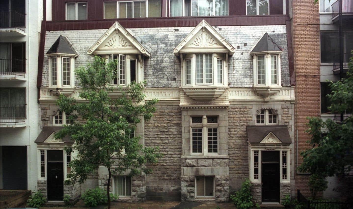 La notion de préservation du patrimoine n'étant pas en vogue depuis longtemps, on retrouve des rues à Montréal qui manquent de cohérence sur le plan architectural.