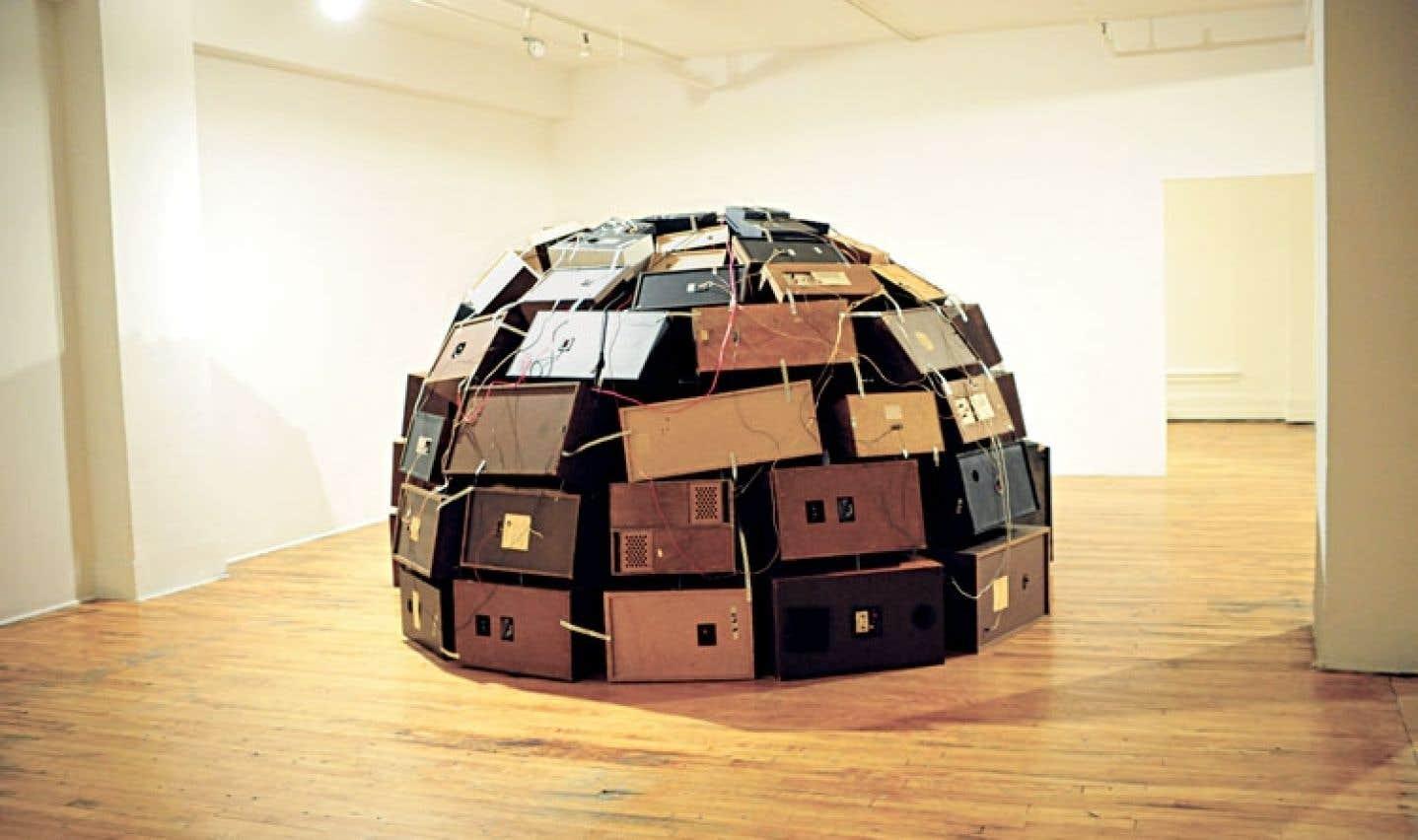 À la Place des Arts, on peut plonger dans Squeeeeque! L'igloo improbable, une installation interactive de la Montréalaise Alexis O'Hara, fait partie du parcours d'Art souterrain.