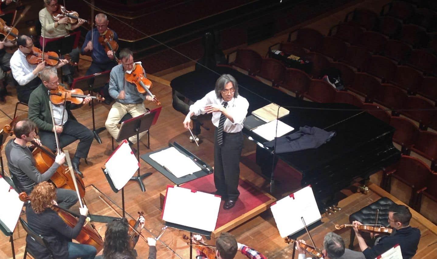 Dernières mises au point du chef Kent Nagano et des musiciens de l'OSM avant le concert au Victoria Hall.