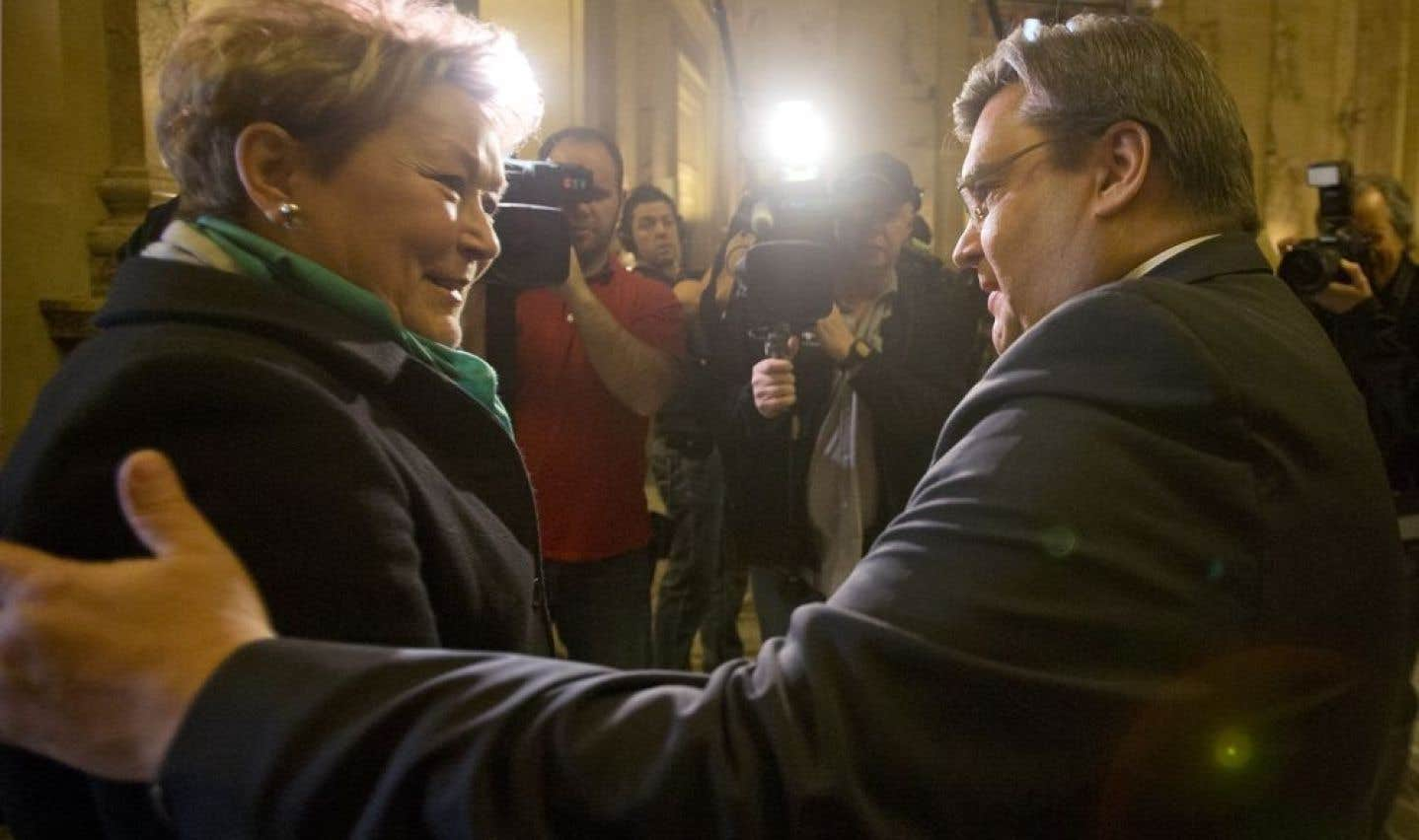 «Les Montréalais, ce dont ils parlent, c'est d'économie. Alors arrivez-moi pas avec une élection référendaire, on n'en veut pas», a déclaré Denis Coderre à l'occasion de sa rencontre, dimanche, avec Pauline Marois.