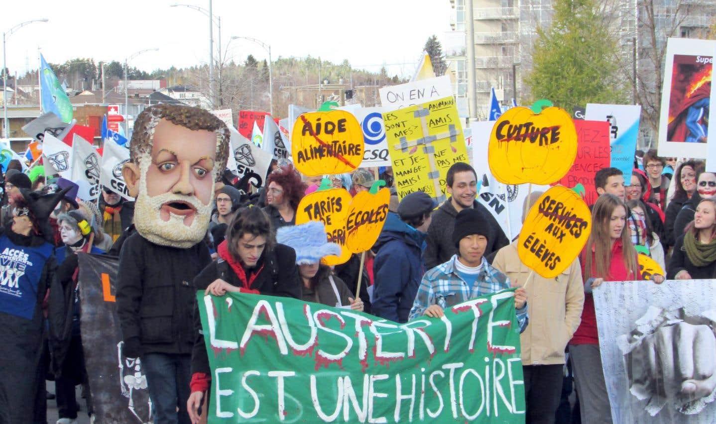 Manifestation contre les politiques d'austérité du gouvernement Couillard, dans les rues de Jonquière, au Saguenay–Lac-Saint-Jean, l'automne dernier.